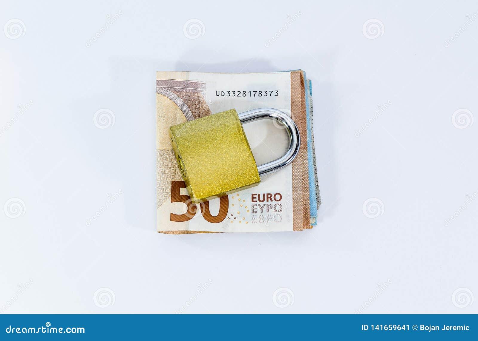 Billetes de banco euro del valor del dinero con el candado, sistema de pago de la unión europea