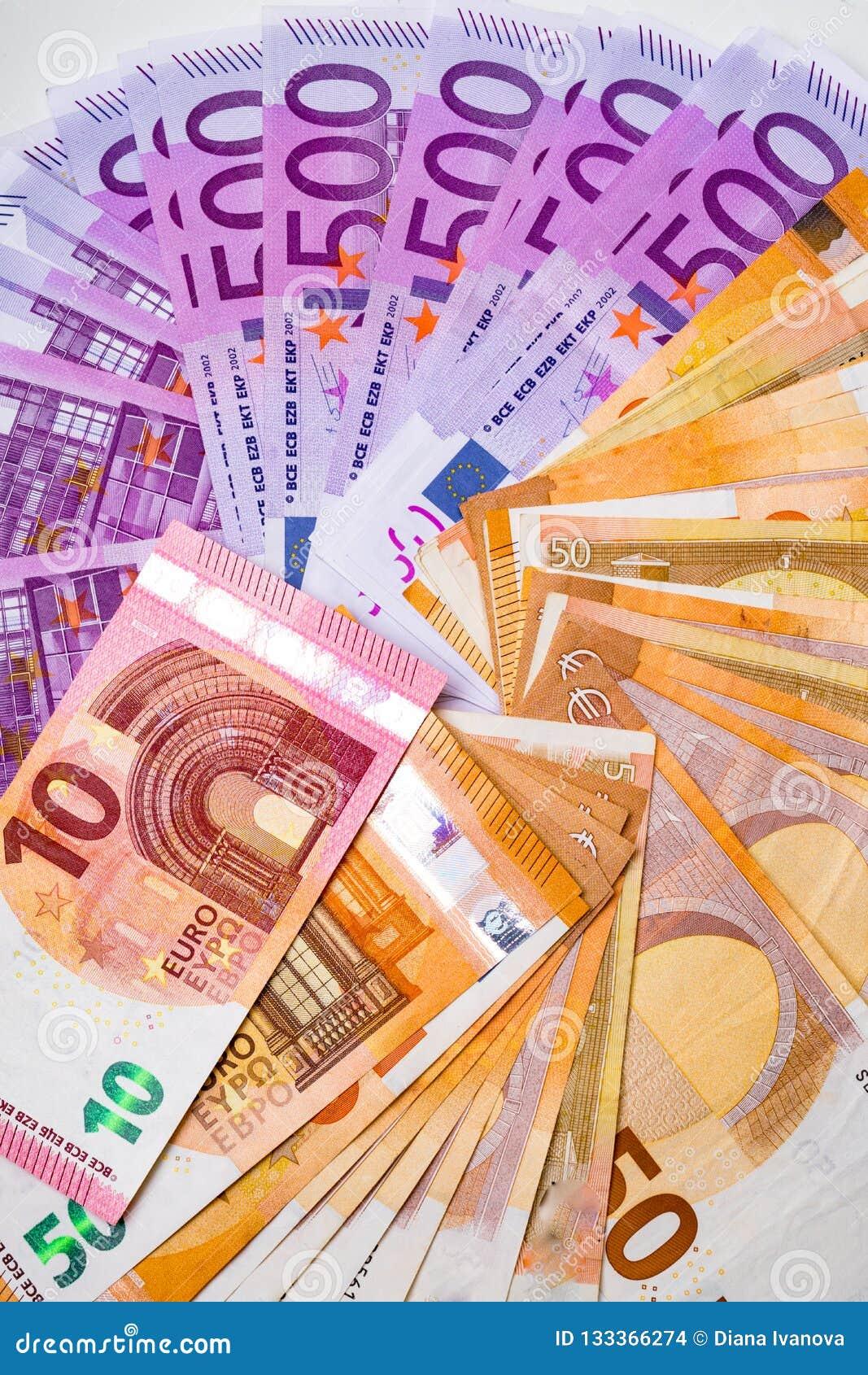 Billetes de banco y efectivo euro del dinero 10,50, euro 500