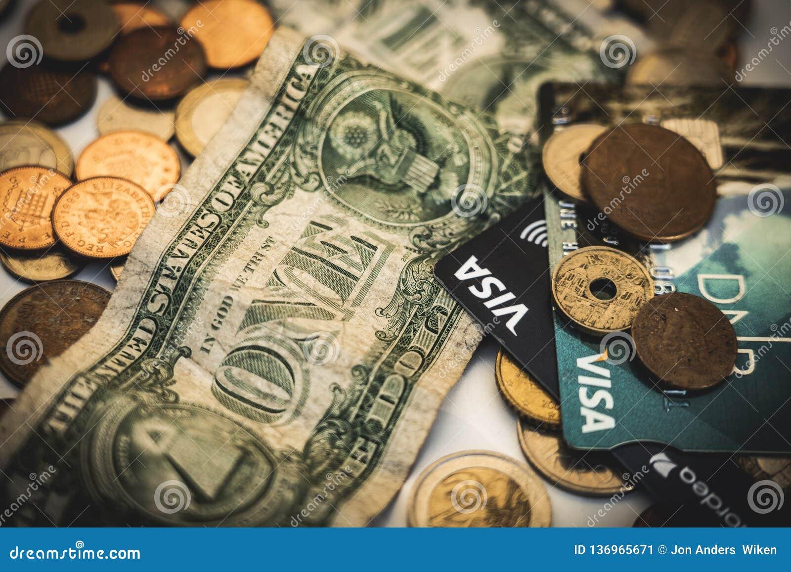 Billets d un dollar de pièces, de visa et, concept d argent