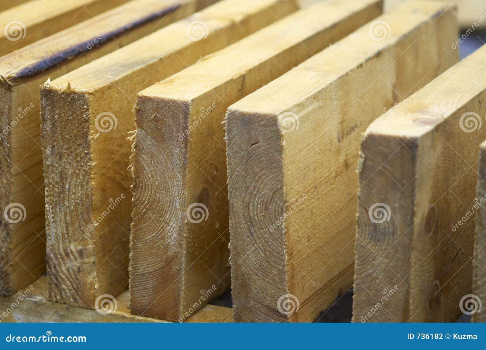 Billons en bois dans la fin vers le haut