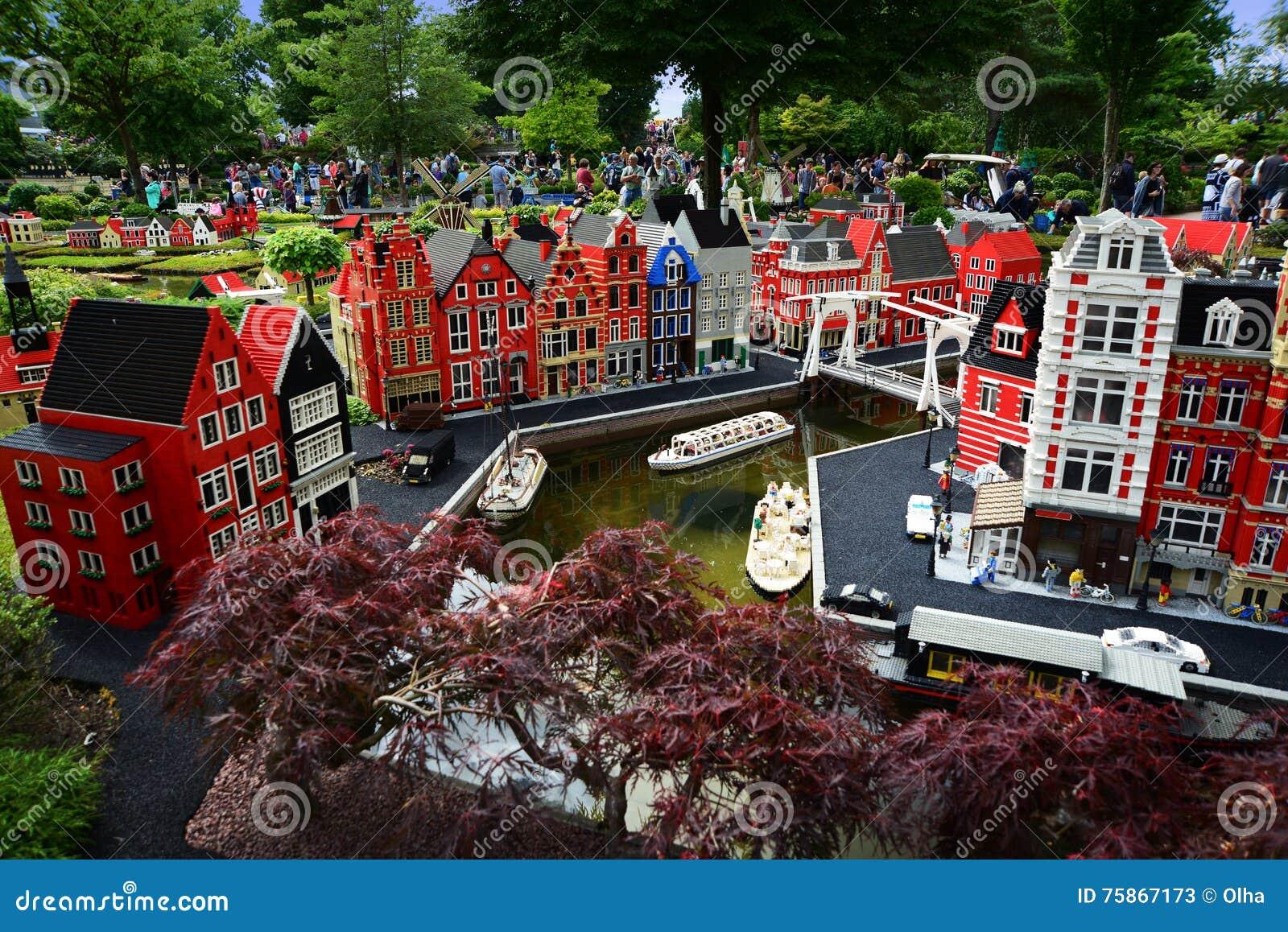 Billund denmark july 26 2016 lego houses in legoland for Sede lego danimarca