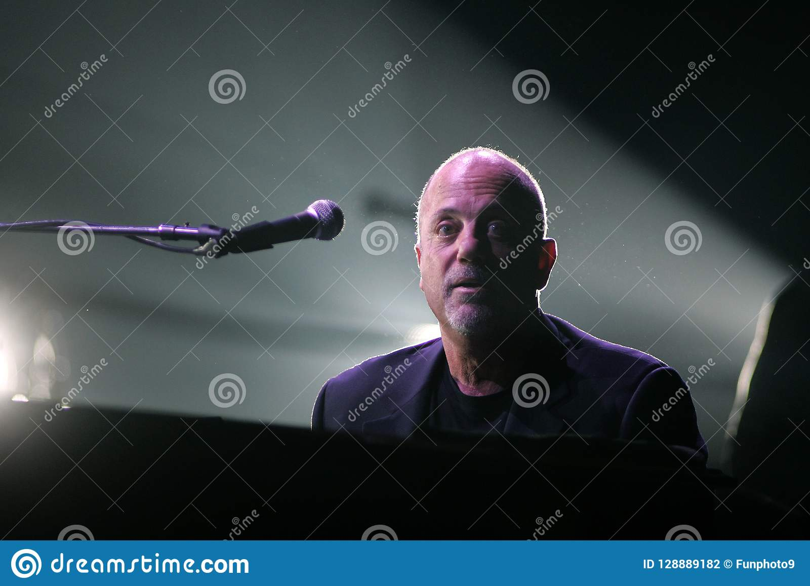 Billy Joel Performs di concerto