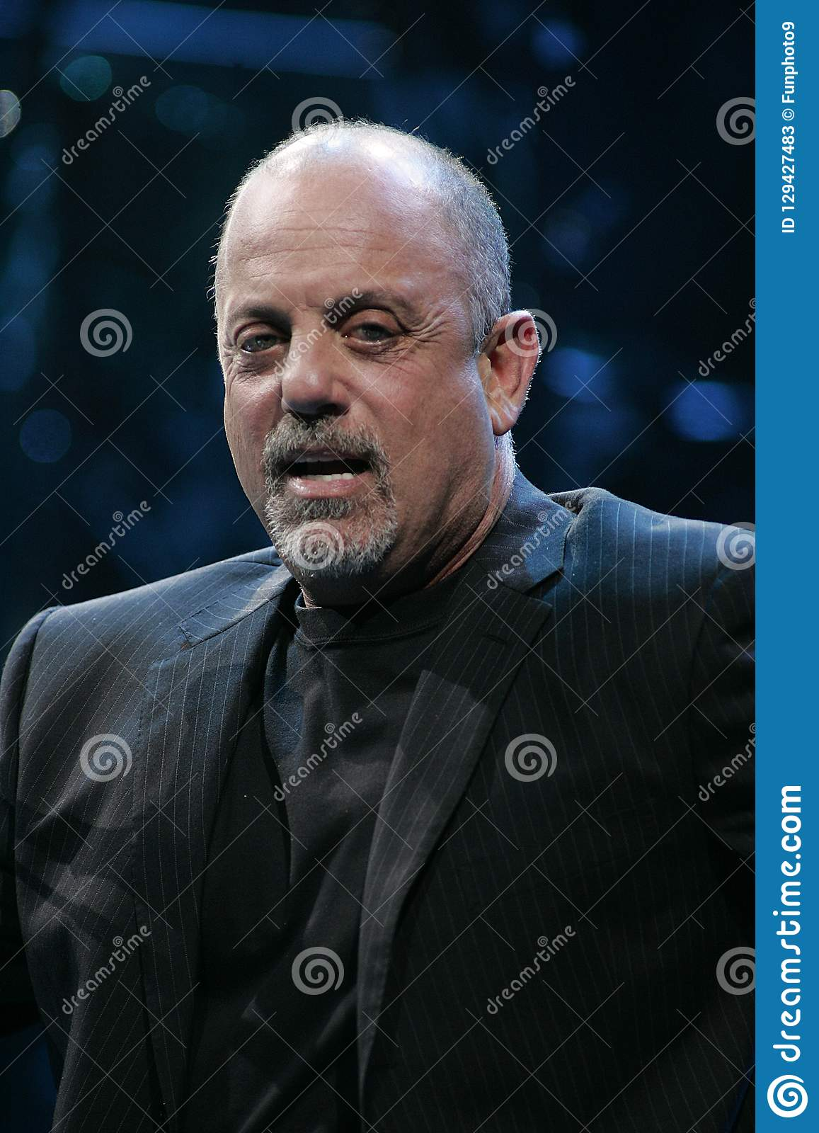 Billy Joel Performs en concierto