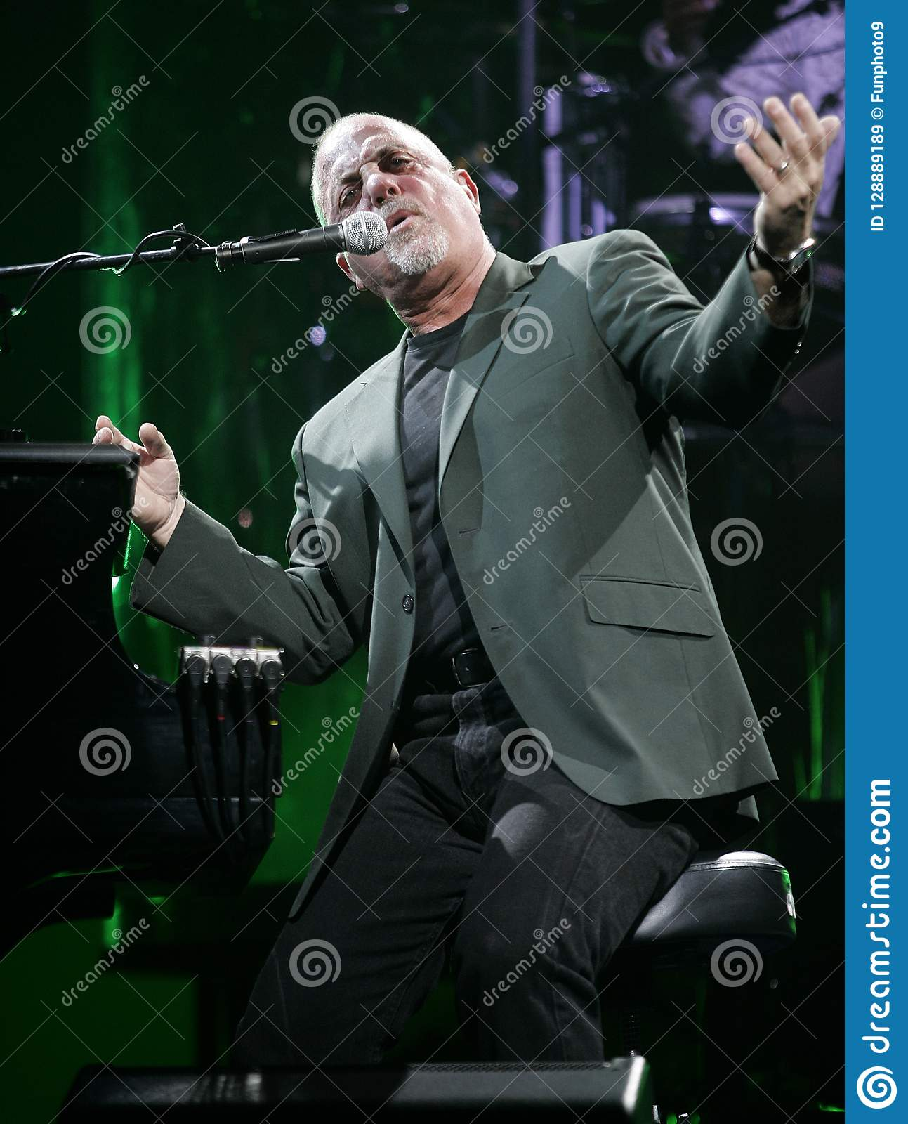 Billy Joel Performs i konsert