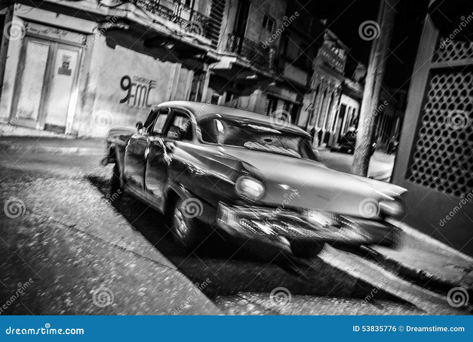 Bilspring i natt