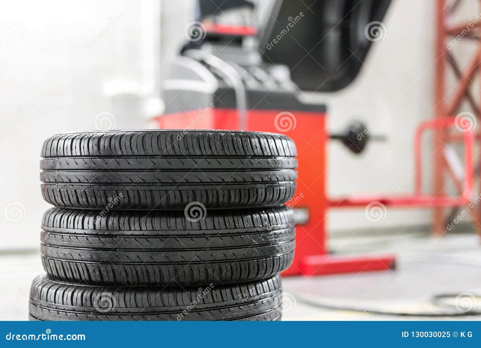 Bilunderhåll och tjänste- mitt Utrustning för för medelgummihjulreparation och utbyte Säsongsbetonad gummihjuländring
