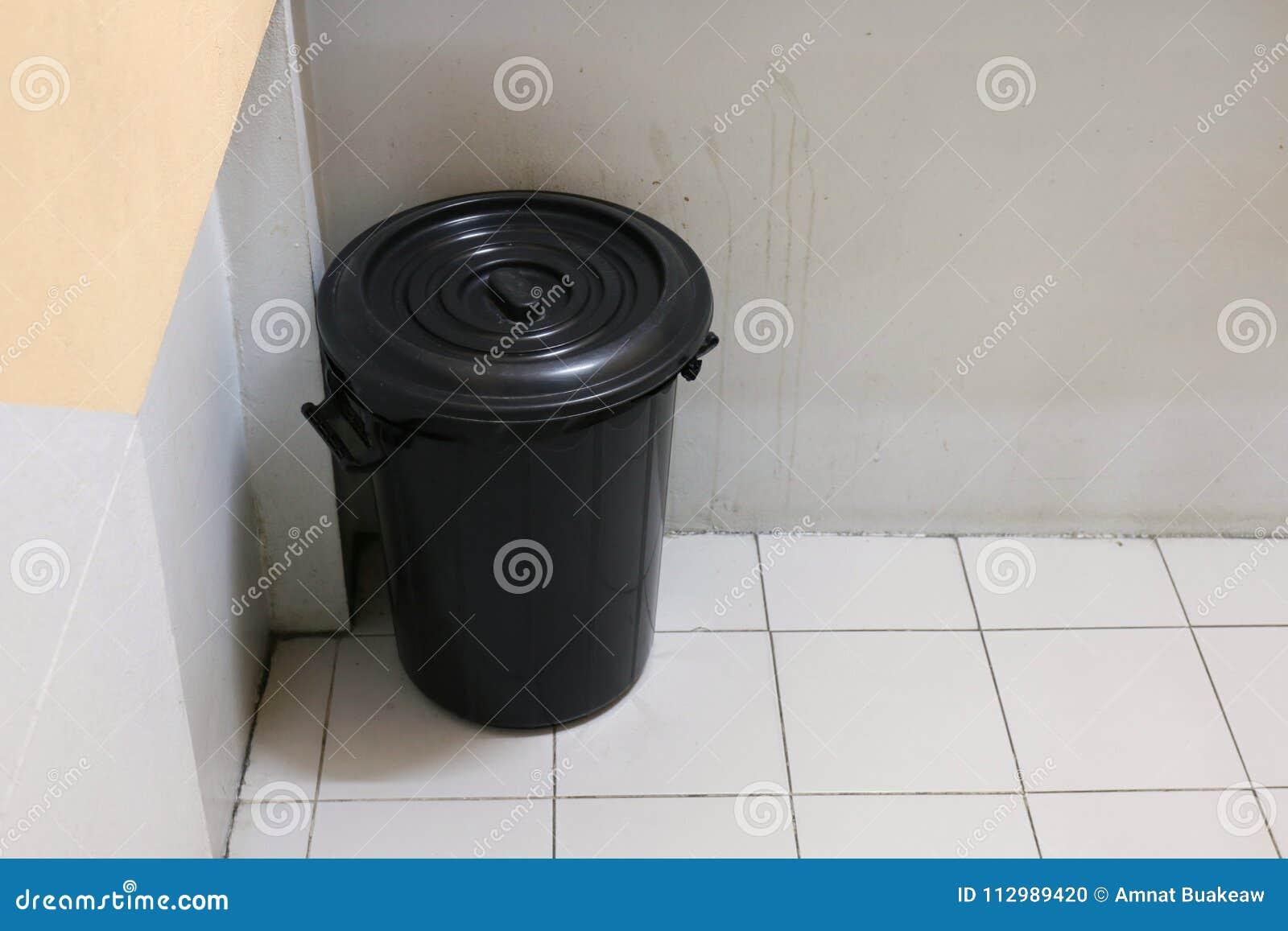 Bin, Bin close, Trash bag black empty, Trash on sidewalks, Trash staircase, Trash in apartment
