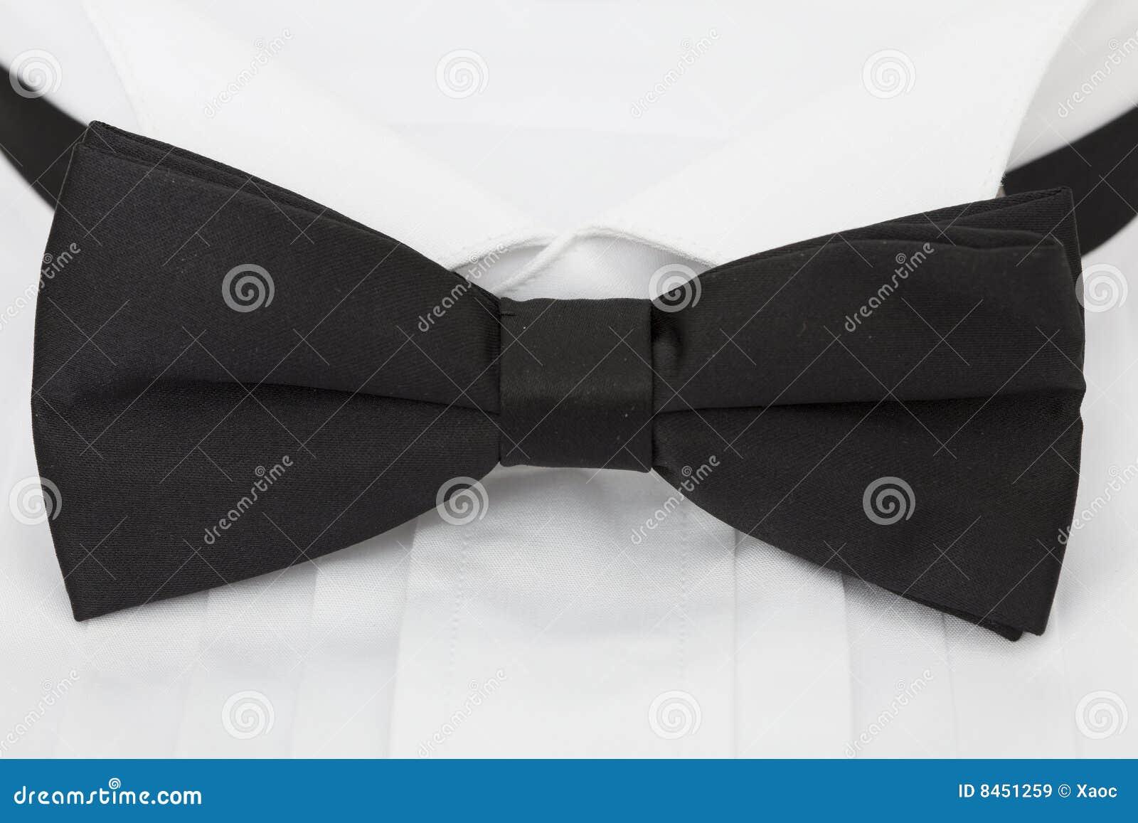 Binder den täta skjortan för black upp
