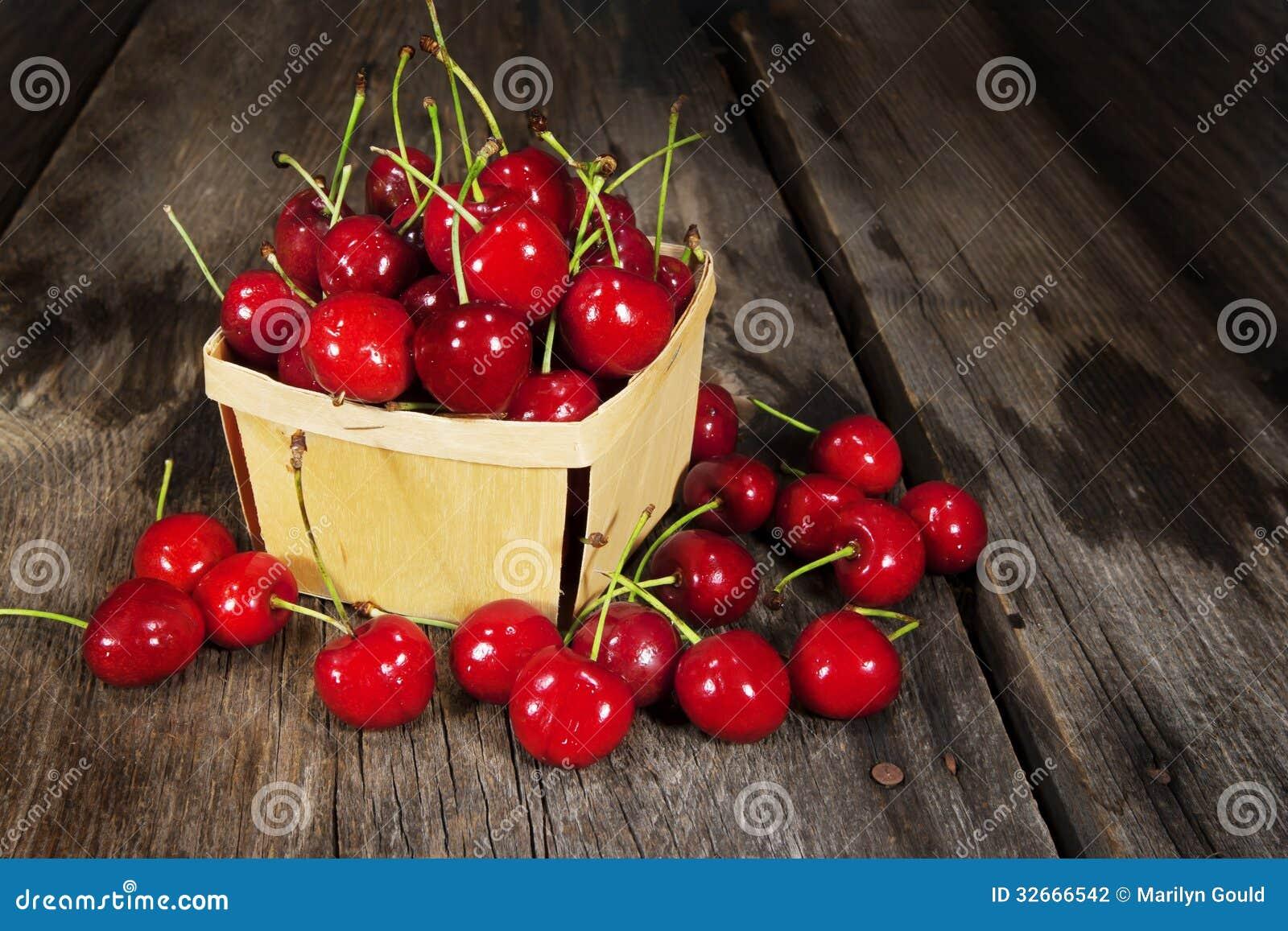 Bing Cherries Wood Basket doce