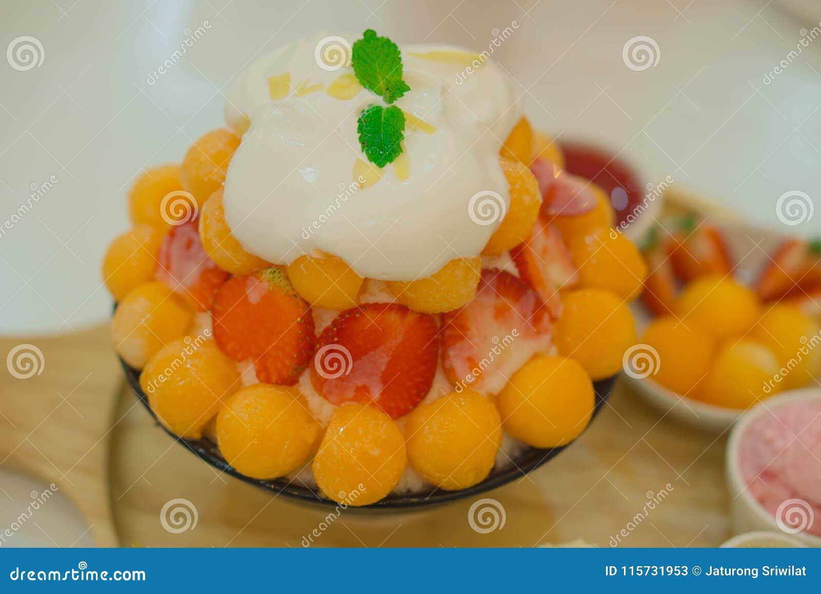 Bingsu mieszanki truskawkowy kantalup, jedzenie