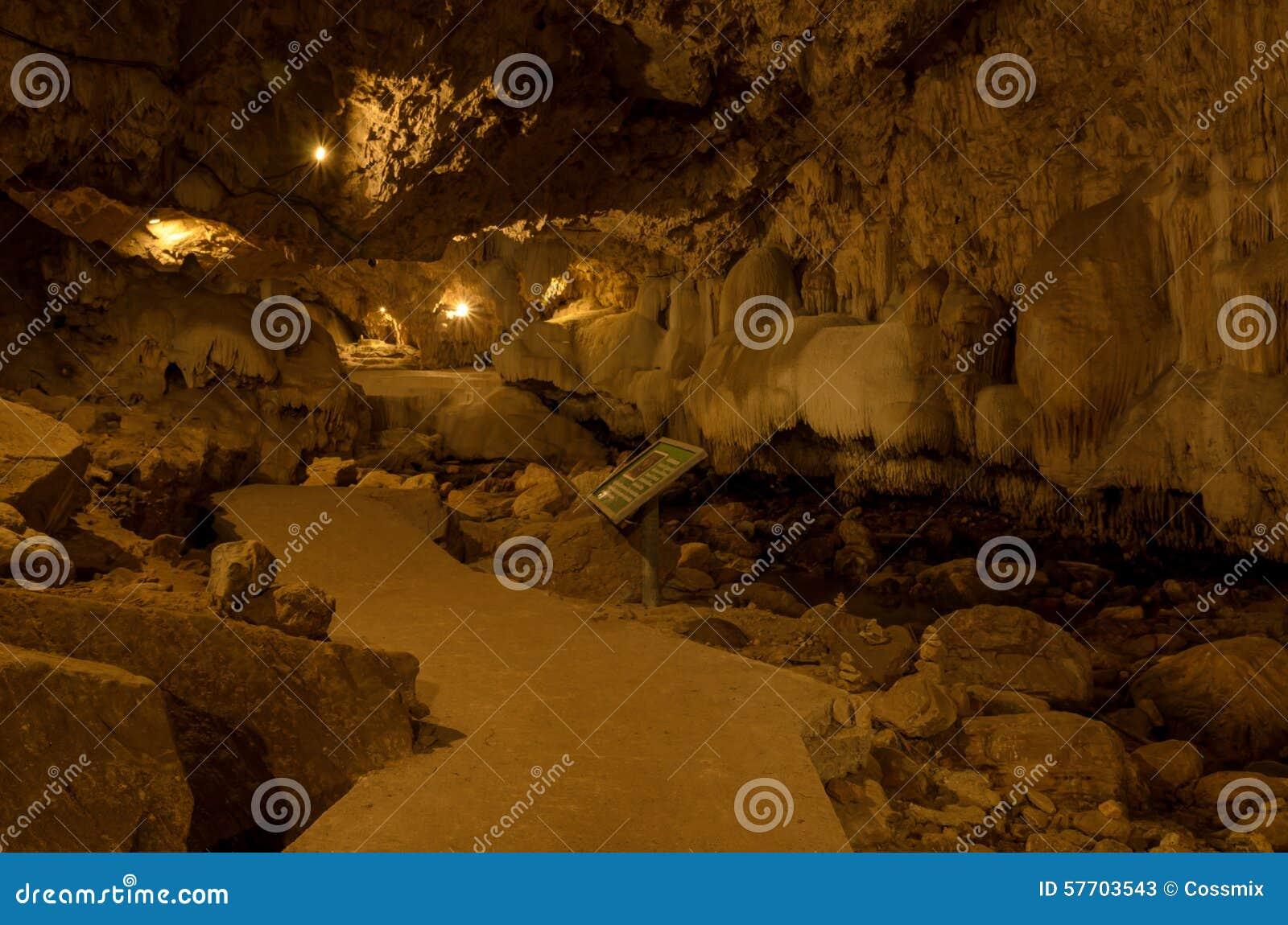 Binnen dan Lod Noi Cave