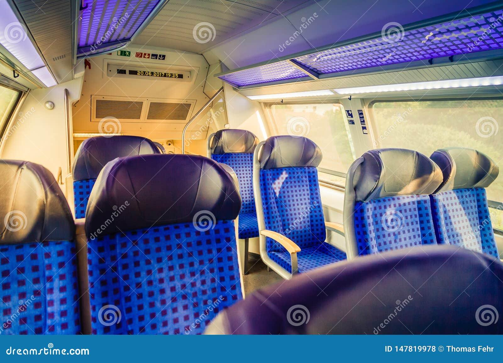 Binnen Duitse trein