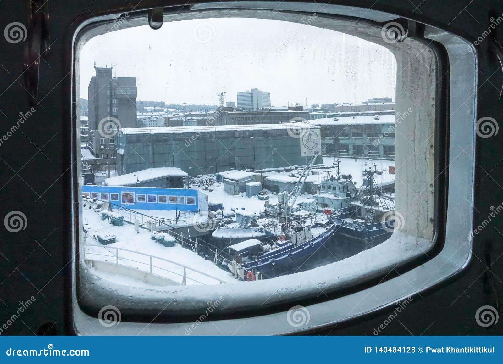 Binnen eerste Sovjet atoomicebreaker 'Lenin 'legde voor altijd in de haven van Moermansk vast, de Kolabaai