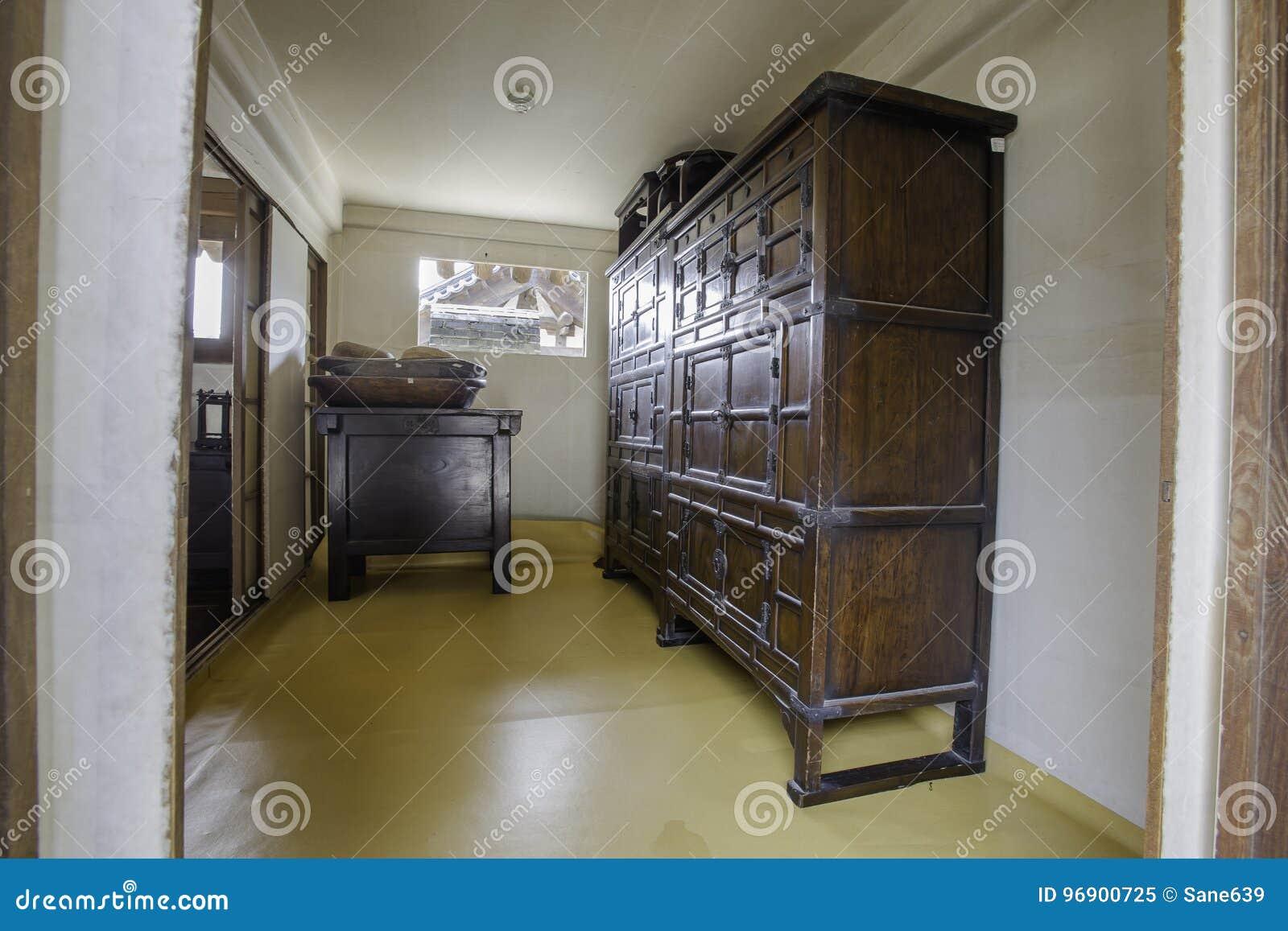 Binnen oude huis het binnen oude huis van de logboekschool