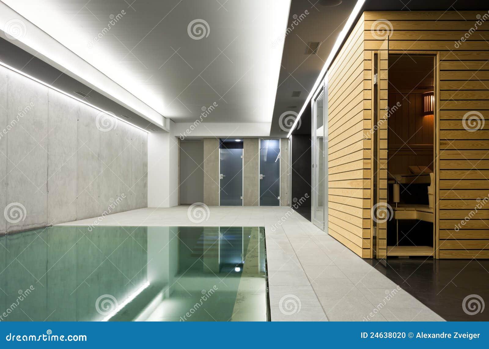 Binnen pool met sauna