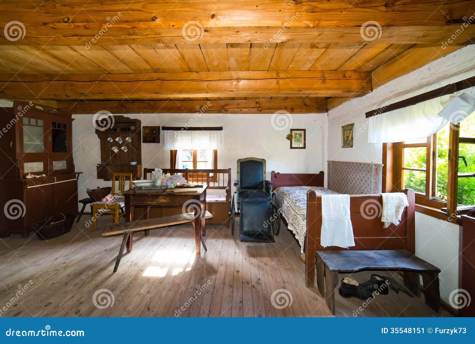 Binnen van oud landelijk huis in de eeuw van polen xixth stock afbeelding afbeelding 35548151 - Interieur oud huis ...
