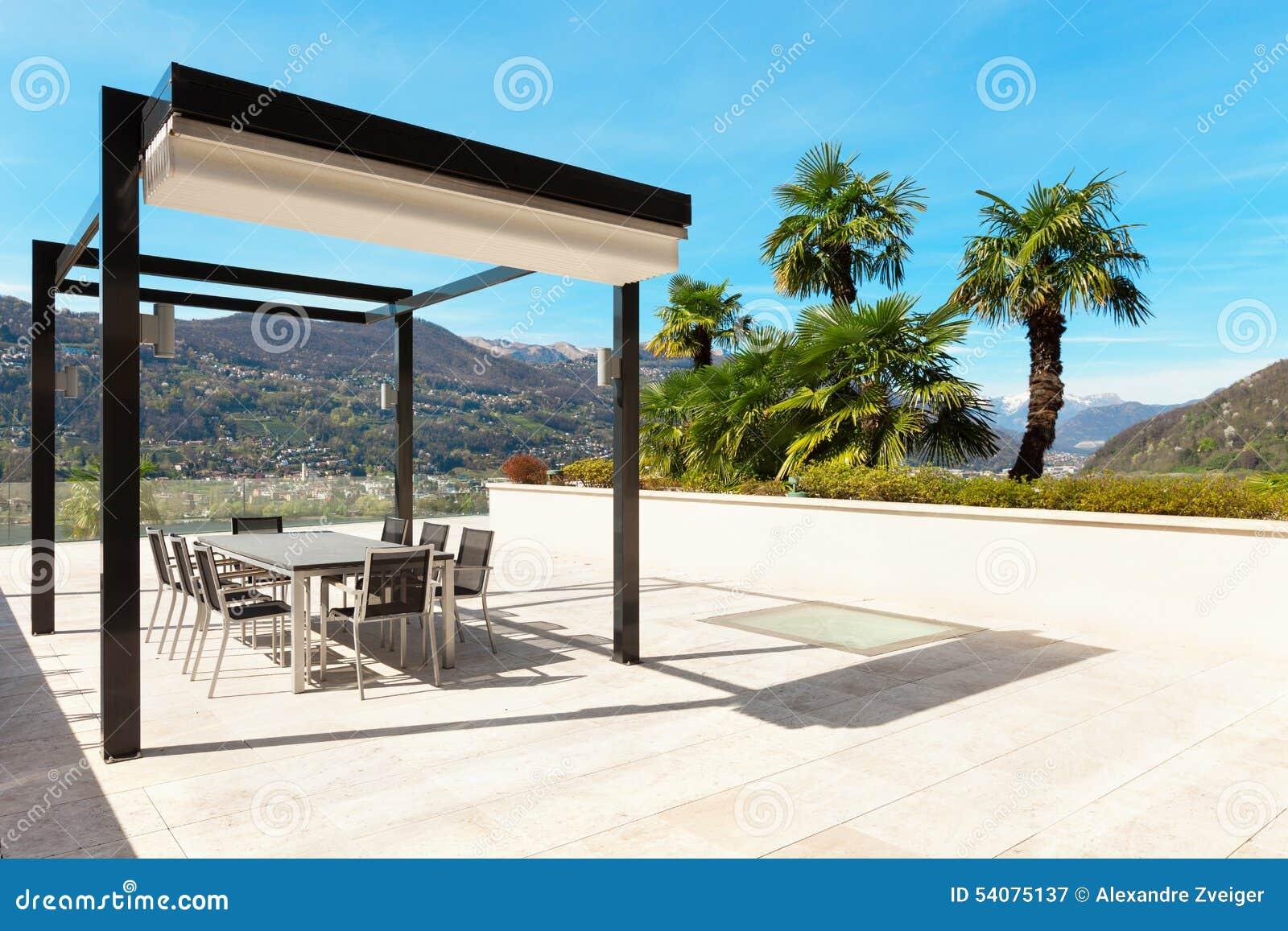Binnenland, mooie veranda die het meer overzien
