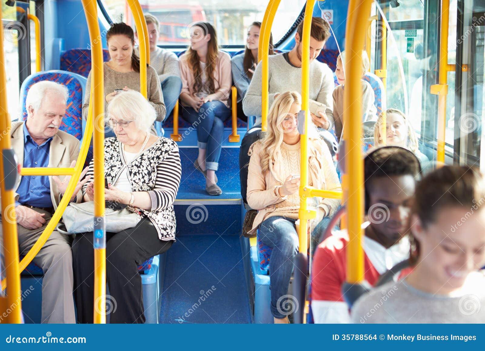 Binnenland van Bus met Passagiers