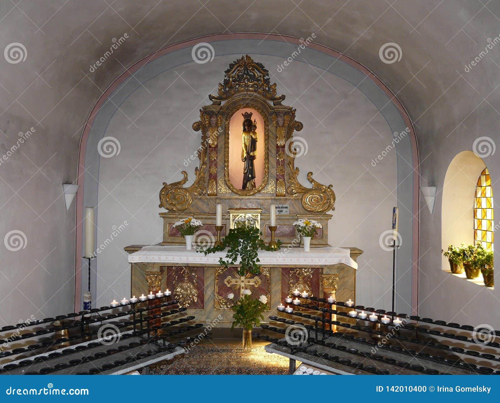 Binnenland van de Carmelite Kerk in Beilstein, Rijnland-Palatinaat, Duitsland