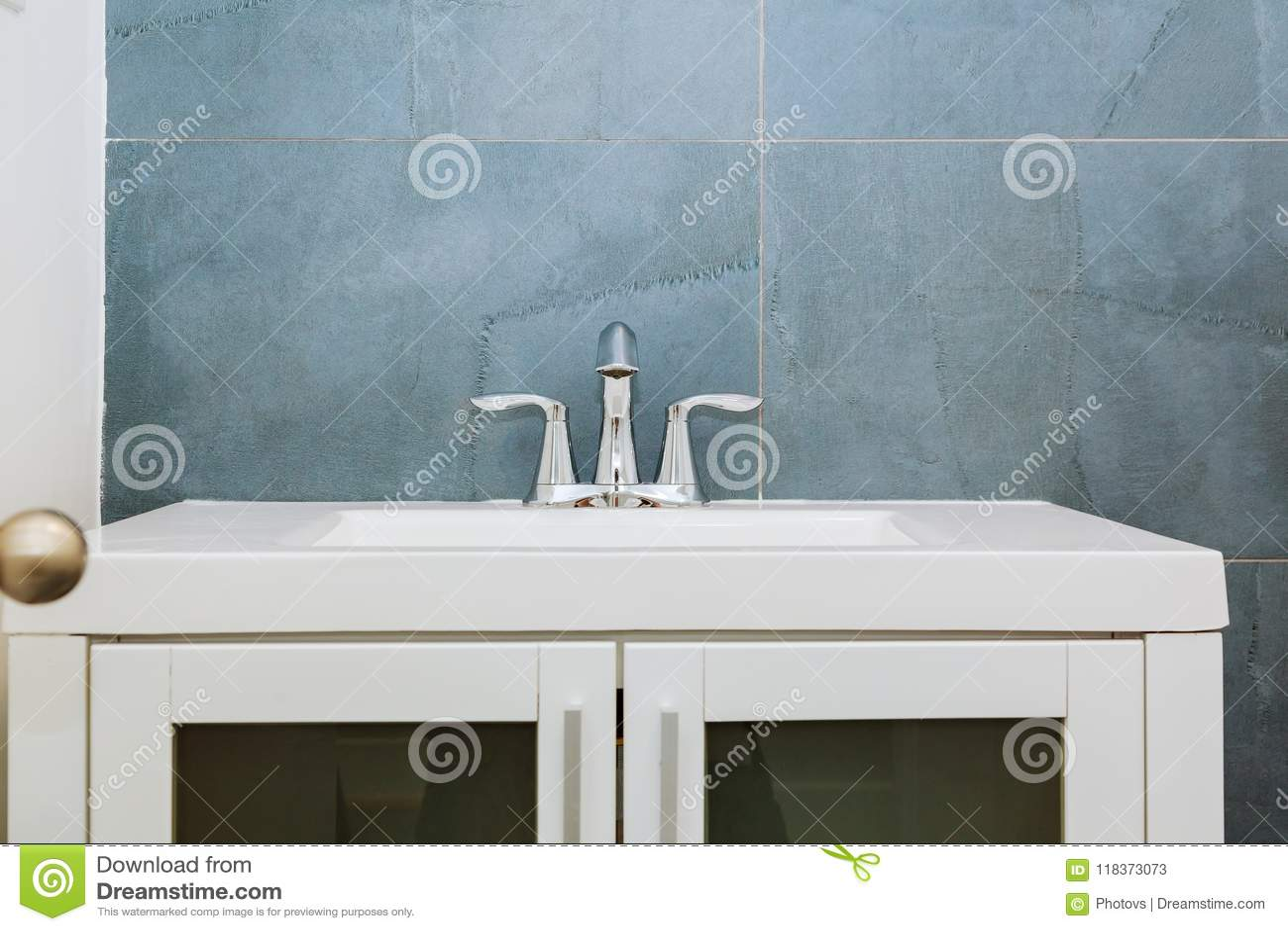Granieten Wasbak Badkamer : Binnenland van de graniet het moderne badkamers met