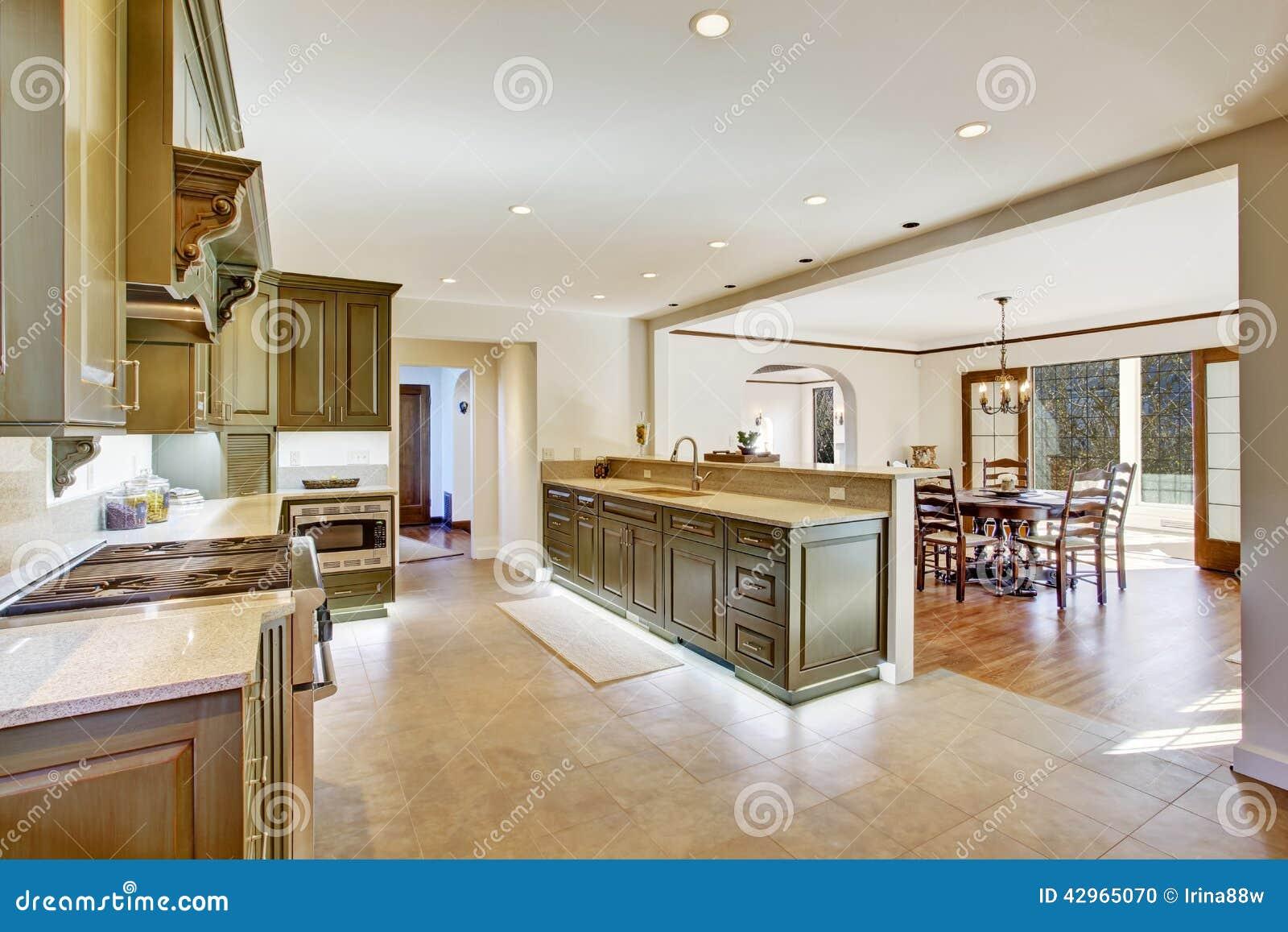 Woonkamer blauw rood - Keuken met teller ...