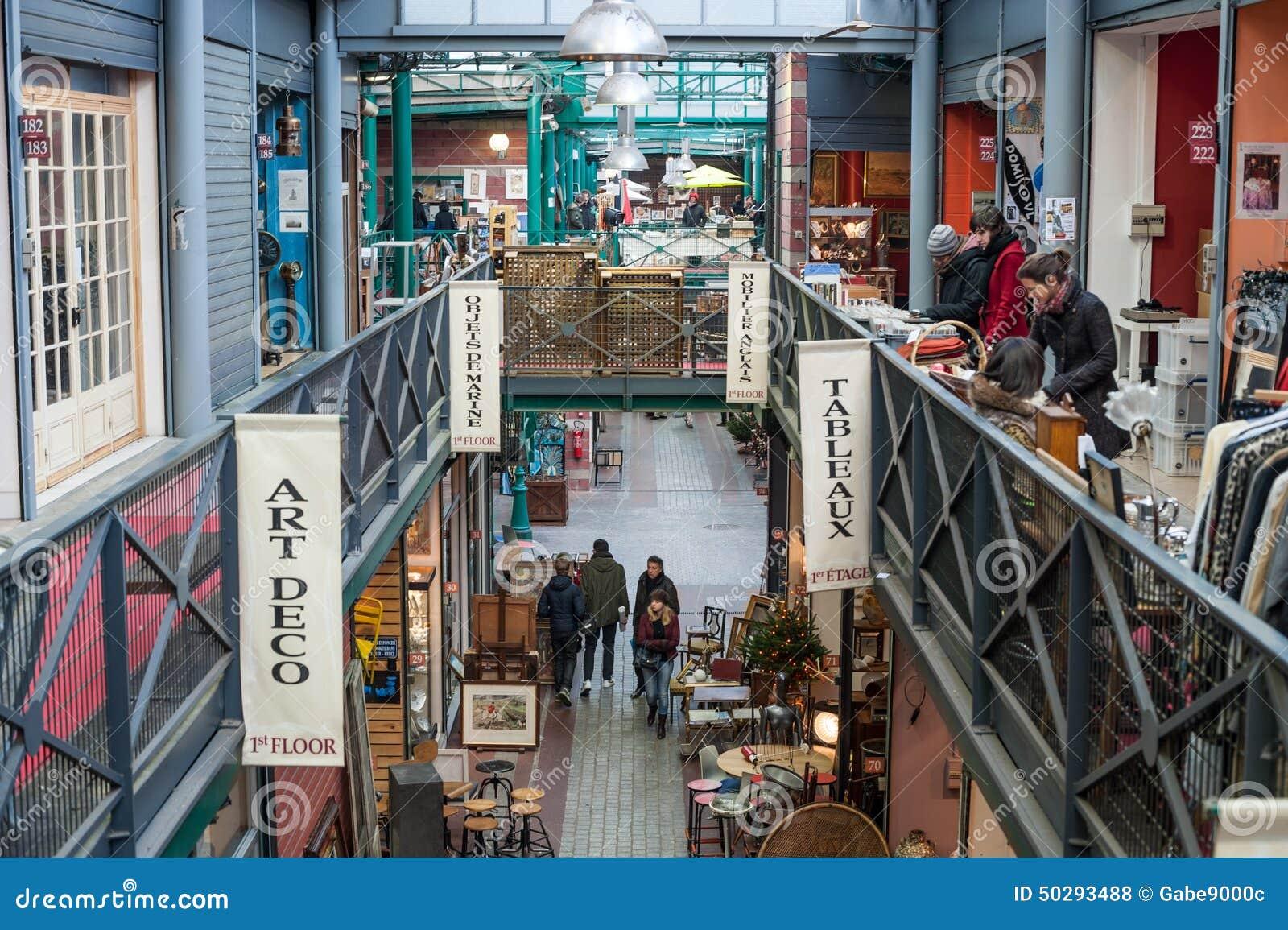 Binnenland van de vlooienmarkt st ouen in parijs - Porte saint ouen ...