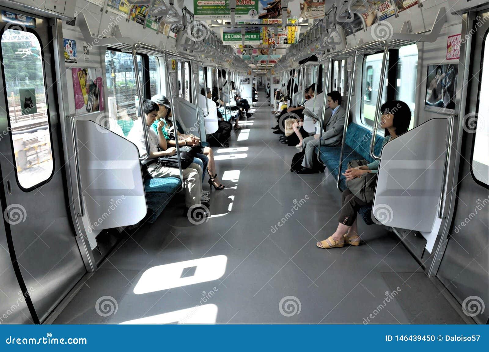 Binnenland van een de metroauto van Tokyo