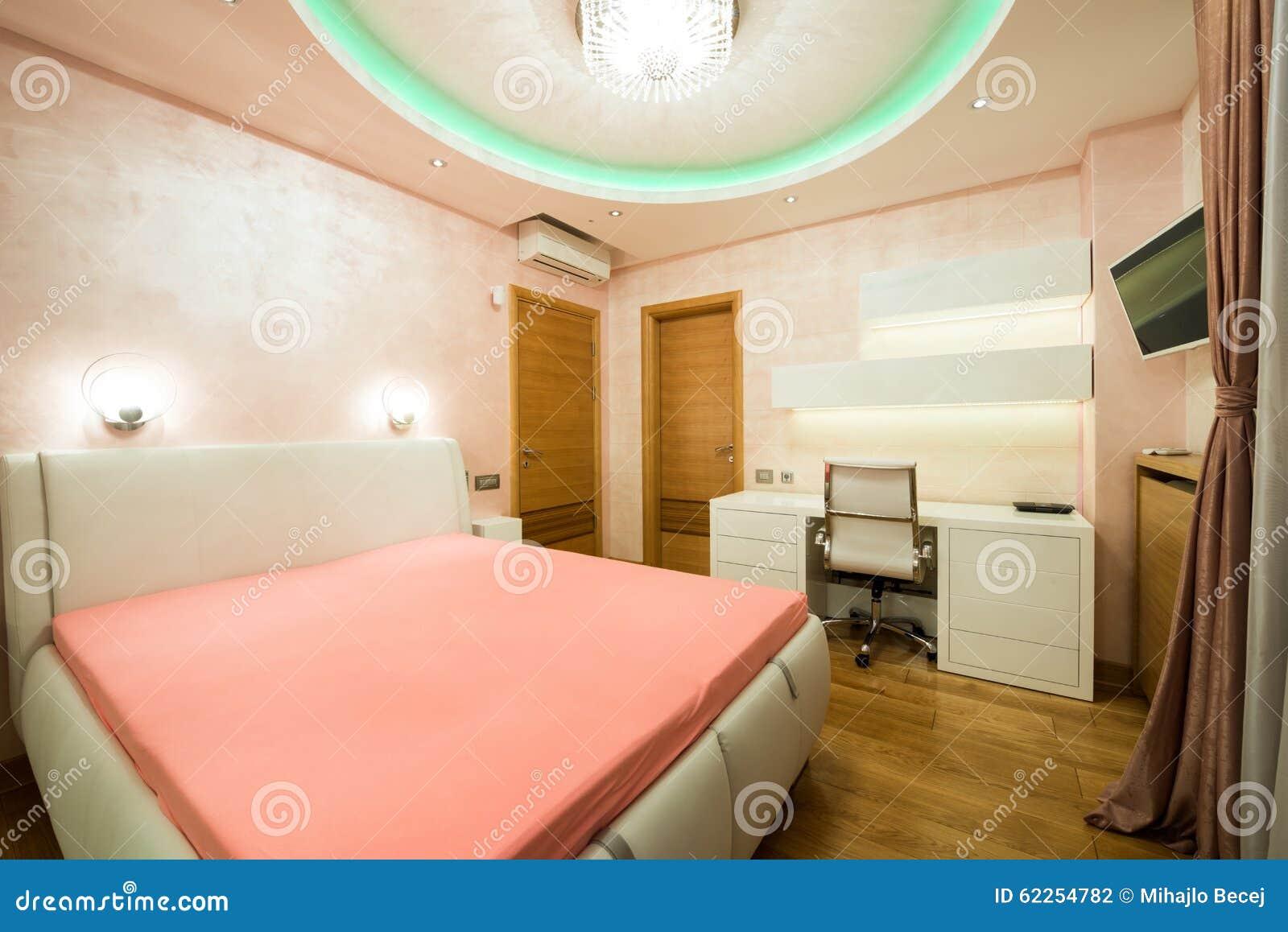 Binnenland Van Een Moderne Oranje Slaapkamer Met Luxe Kleurrijk ...