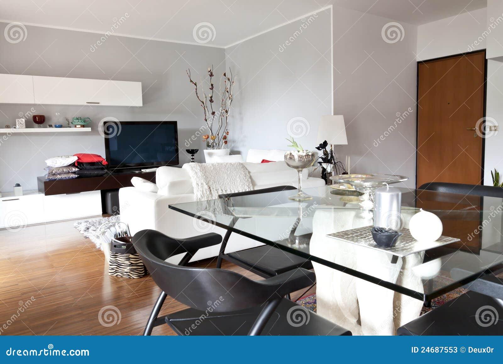 Binnenland van een woonkamer een glaslijst en een tv stock foto 39 s beeld 24687553 - Meubilair tv industrie ...