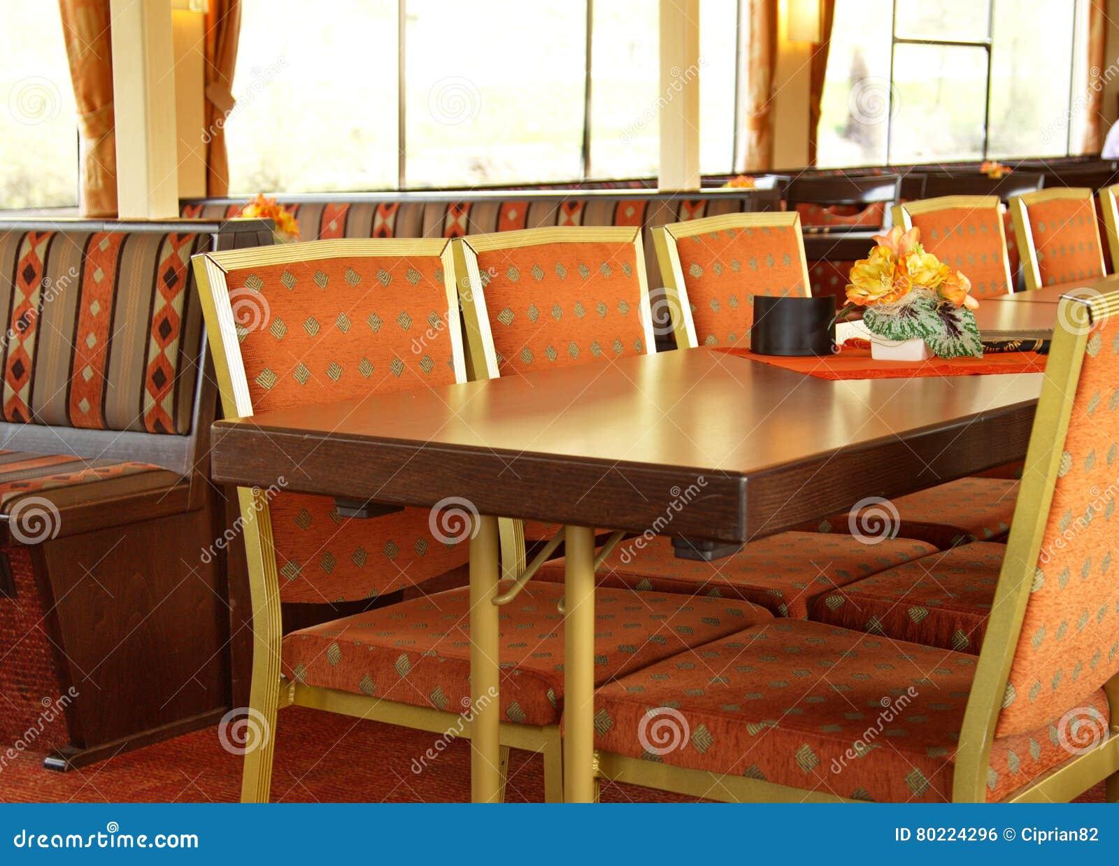 Binnenland van eetkamer in een schip van de riviercruise stock
