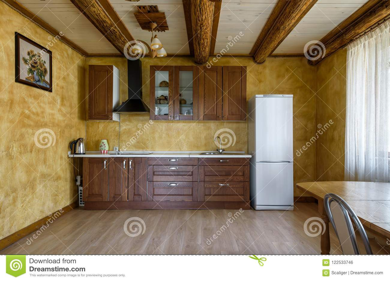 Daglicht Je Keuken : Binnenland van keuken in buitenhuis of hotel redactionele foto