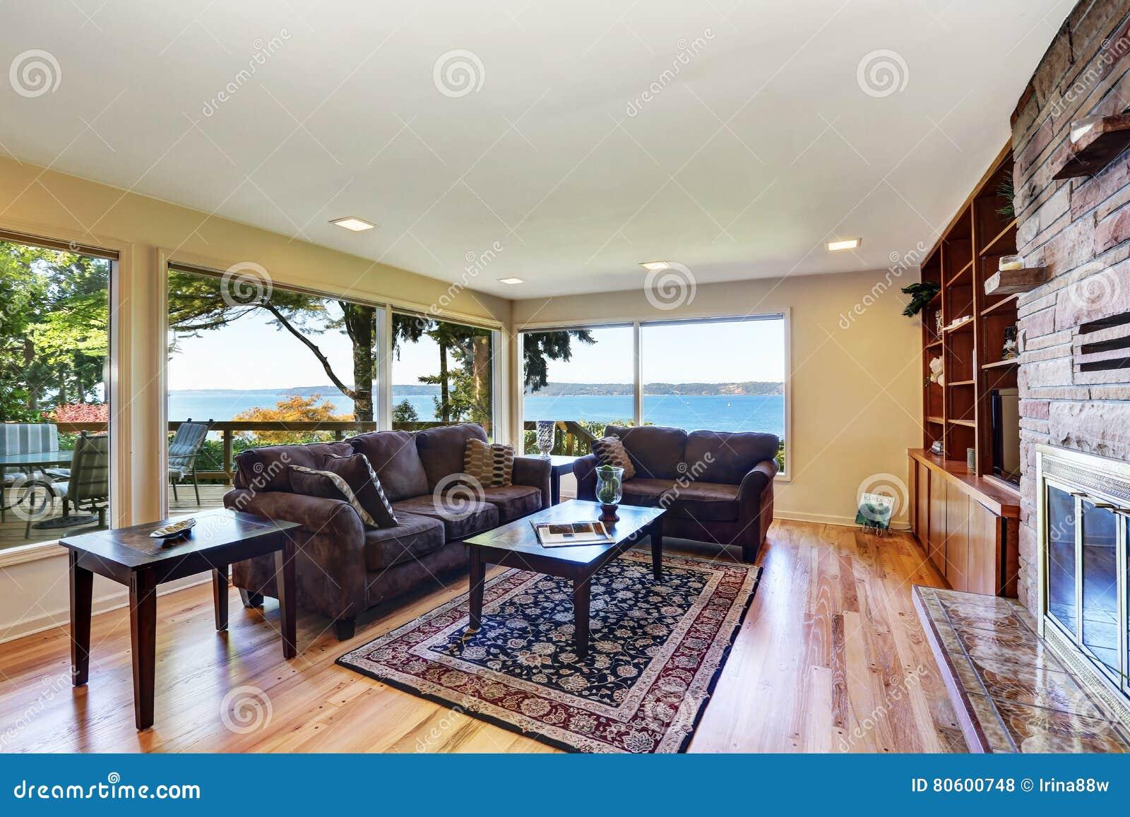 Binnenland van keurig geleverde woonkamer