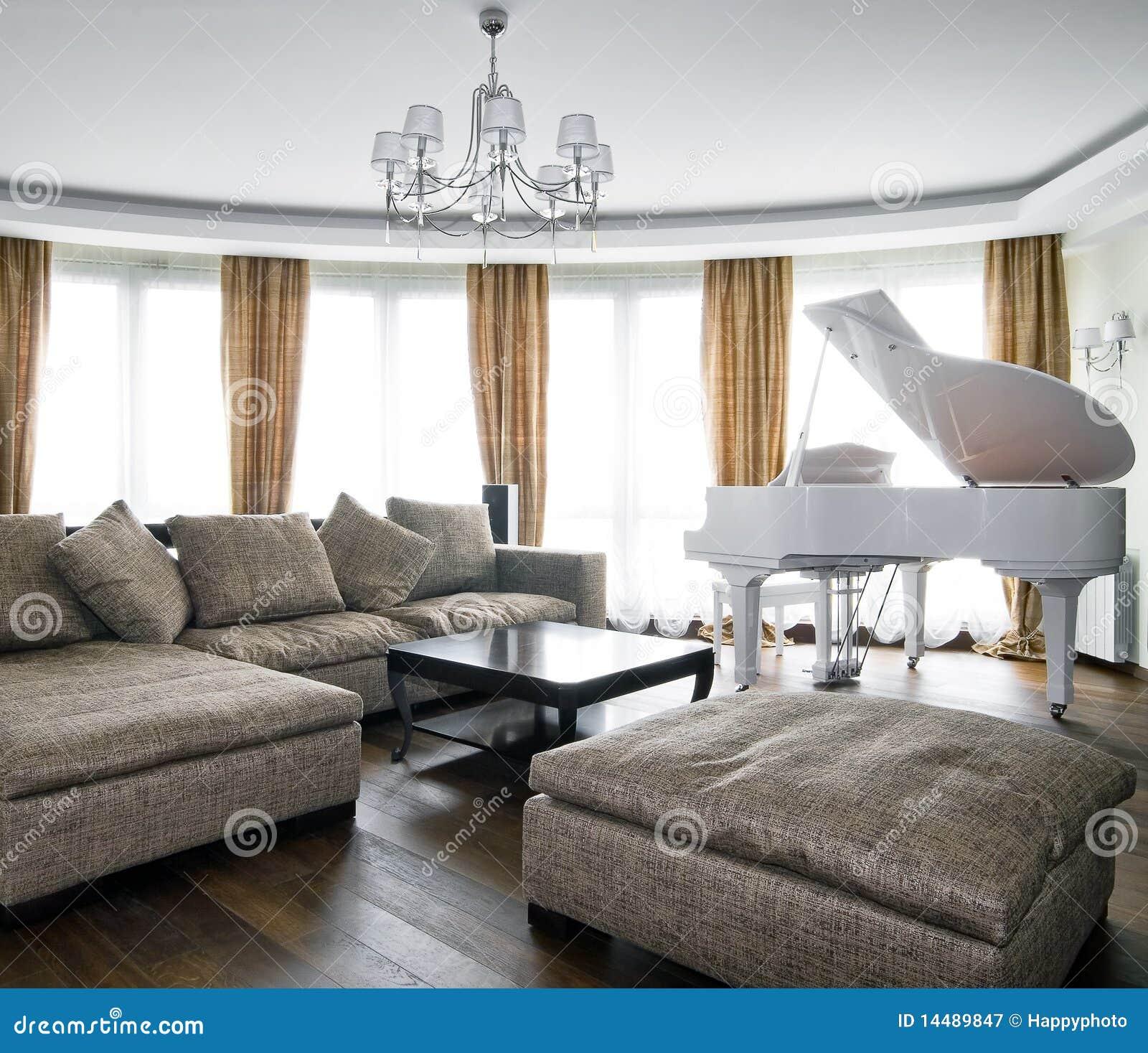 Binnenland Van Lichte Woonkamer Met Witte Piano Royalty ...