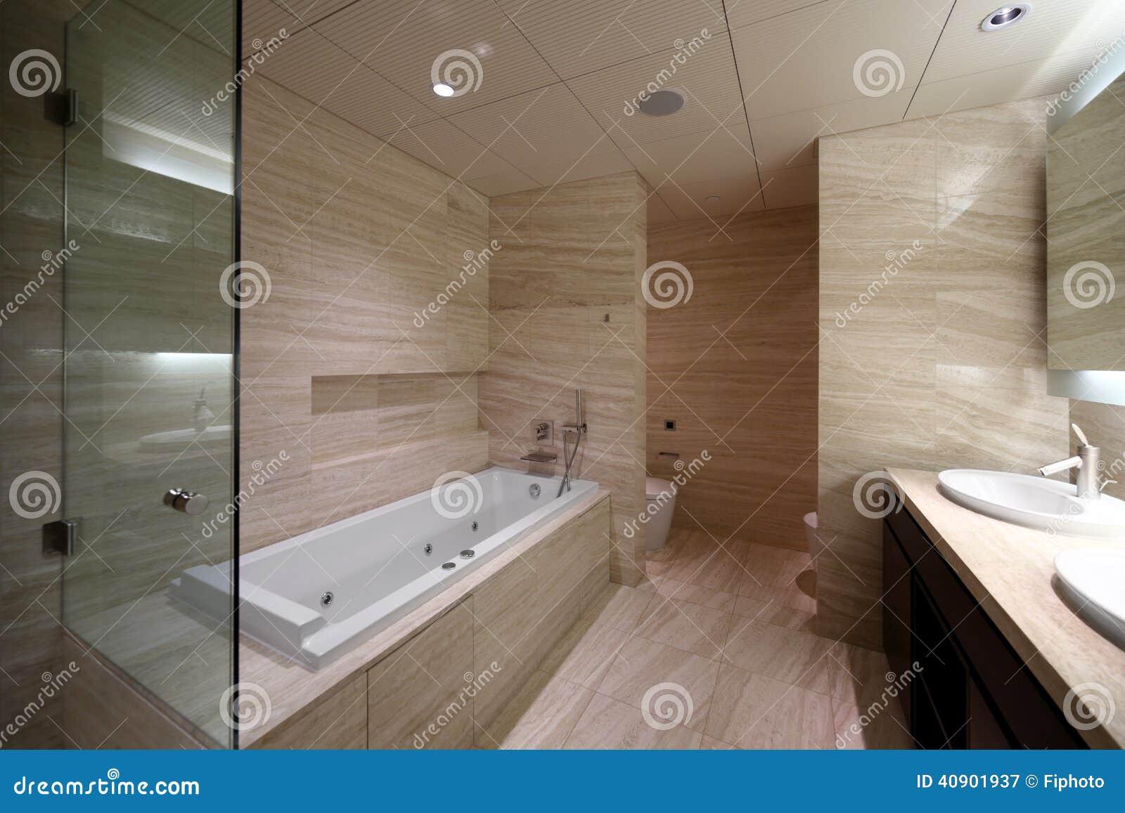 Binnenland van modern toilet in europese stijl stock afbeelding