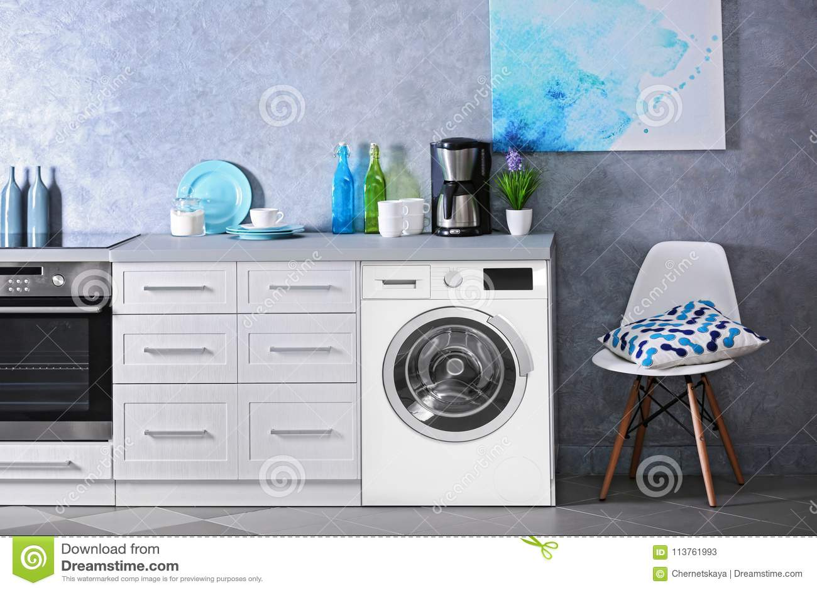 Verrassend Binnenland Van Moderne Keuken Met Wasmachine Stock Afbeelding FF-82