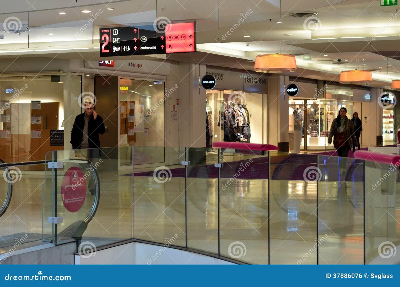 Binnenland van winkelcomplex   Vier Seizoenen