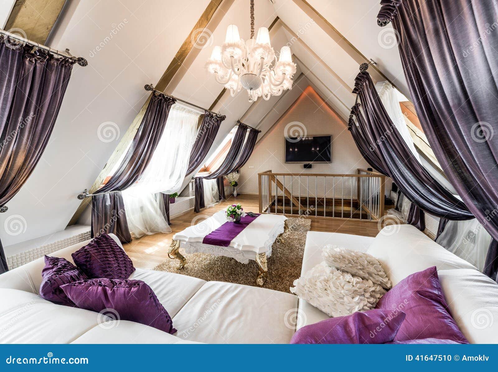 Woonkamer Op Zolder : Binnenland van woonkamer in de zolder stock foto afbeelding
