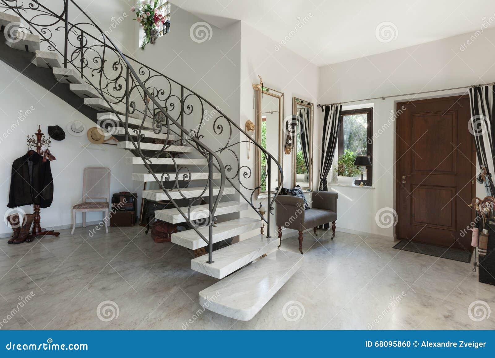 Binnenland zaal met trap stock foto afbeelding bestaande uit