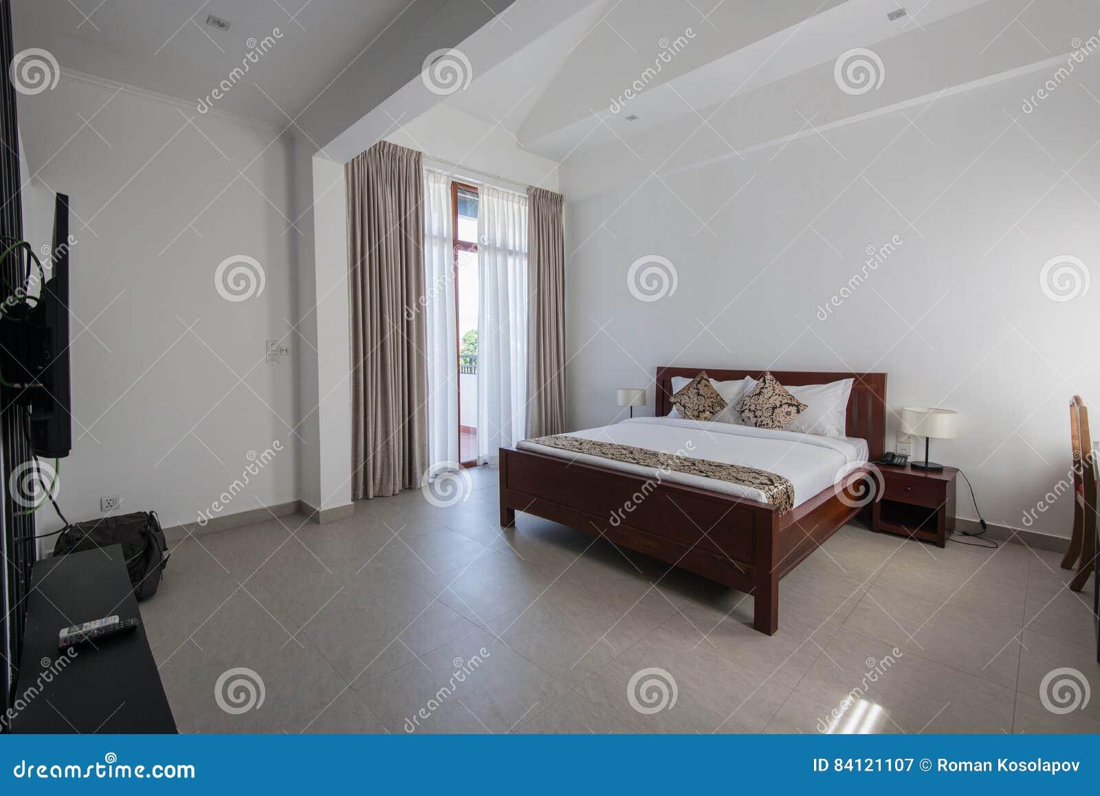 Moderne Slaapkamer Ontwerpen : Binnenlands ontwerp grote moderne slaapkamer stock afbeelding