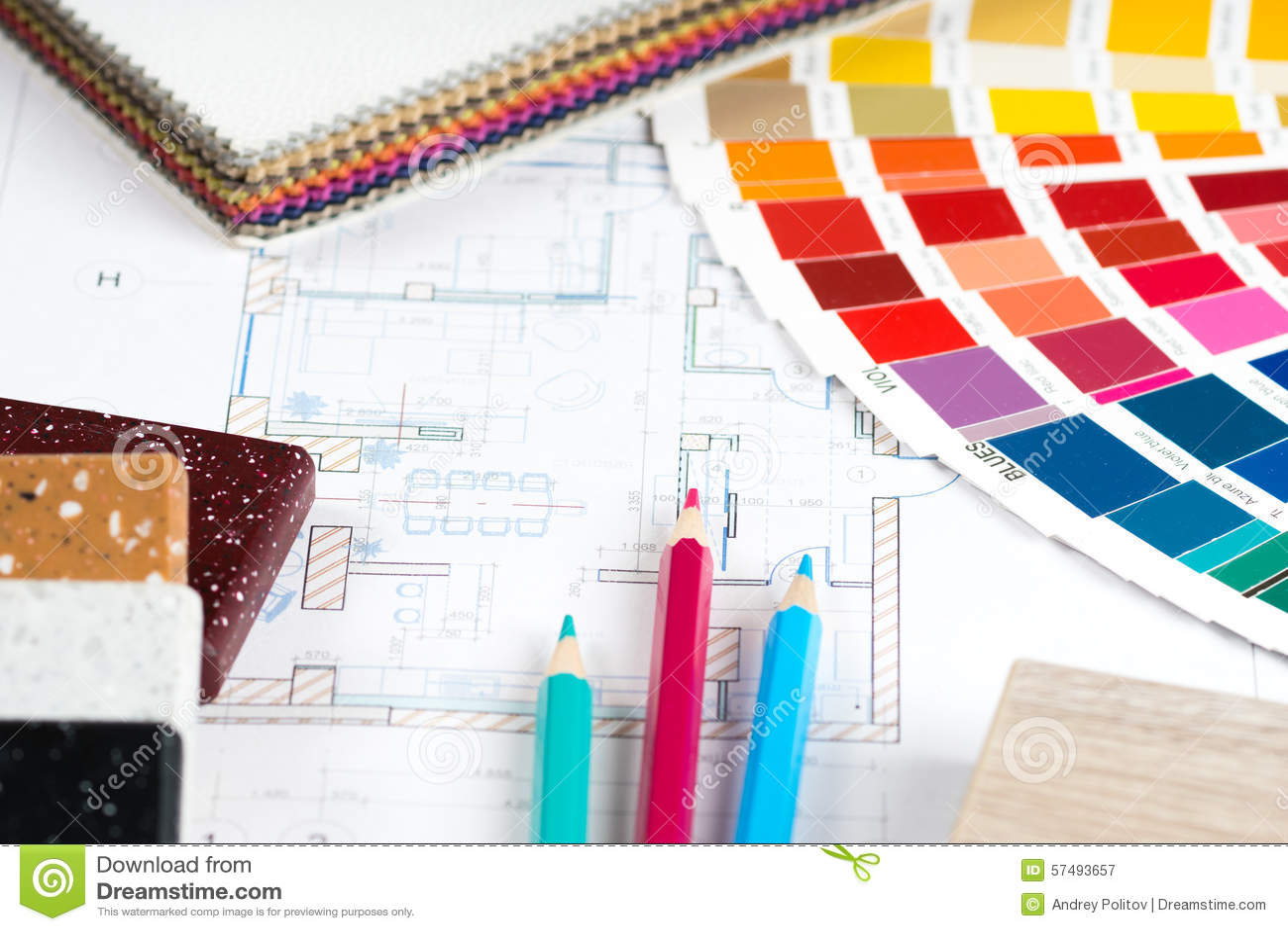 Binnenlands project met palet, materiële steekproeven, potloden 2