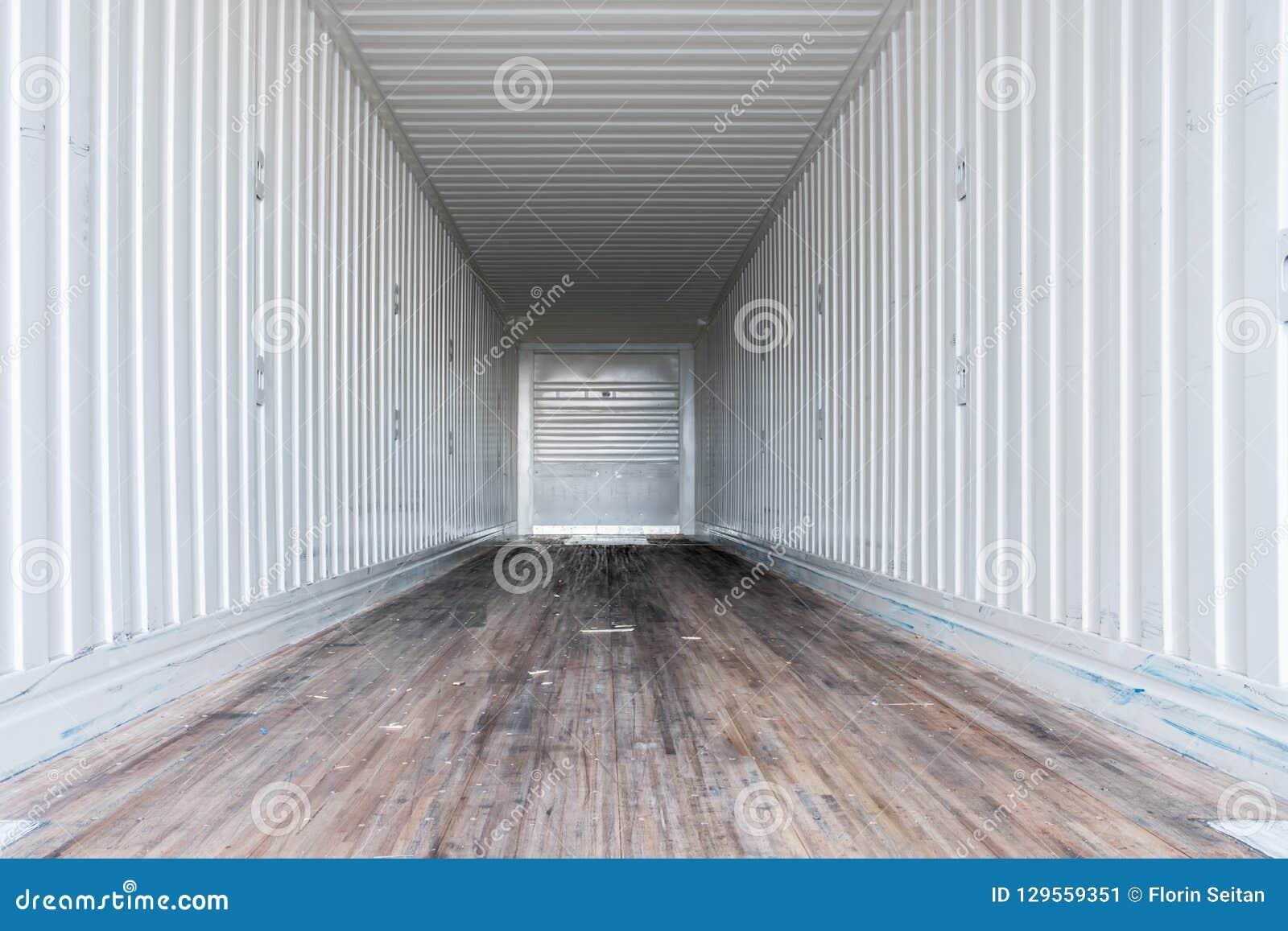Binnenlandse mening van lege semi vrachtwagen droge van trailer
