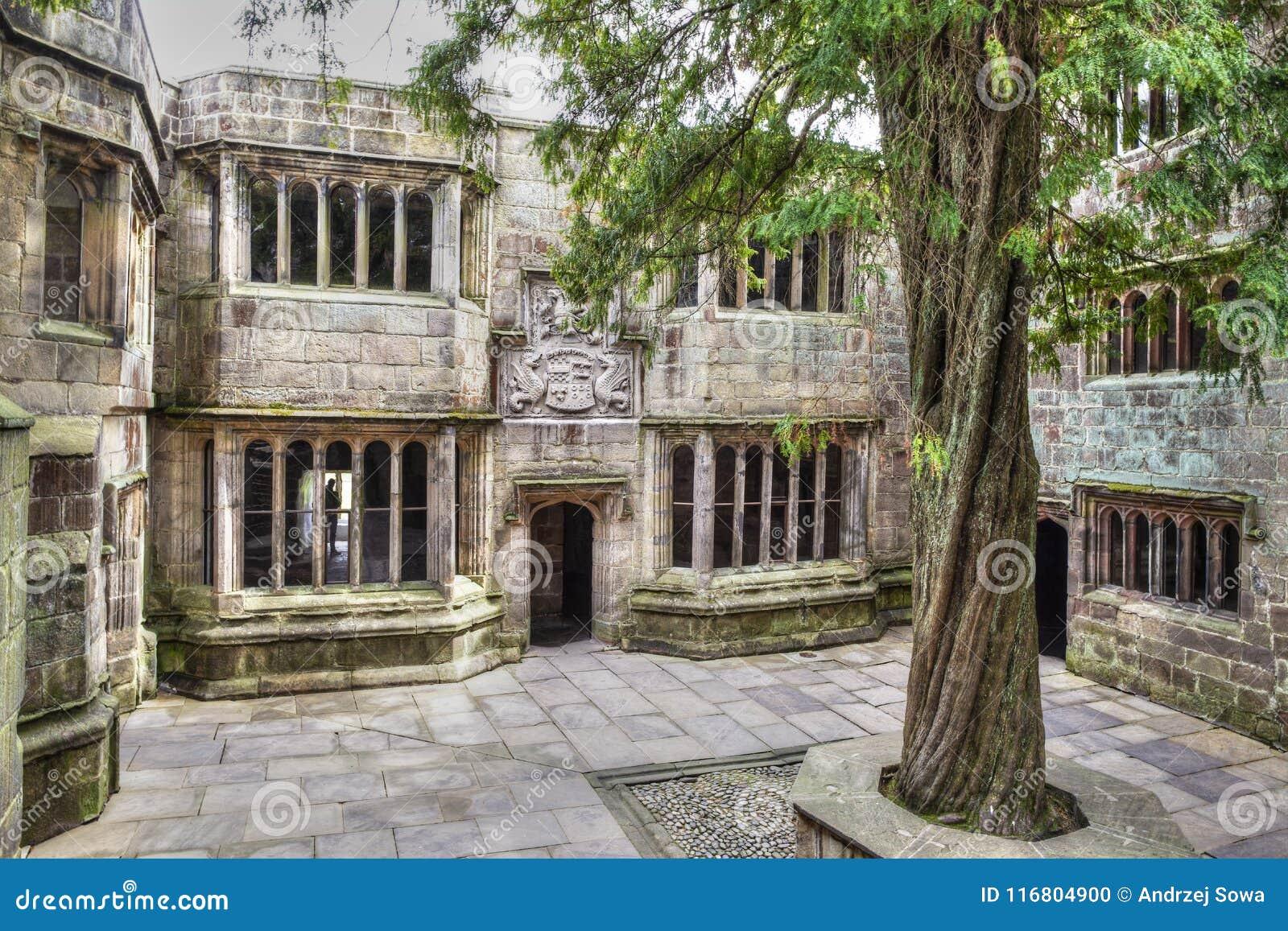 Binnenplaats van een middeleeuws Skipton-Kasteel, Yorkshire, het Verenigd Koninkrijk