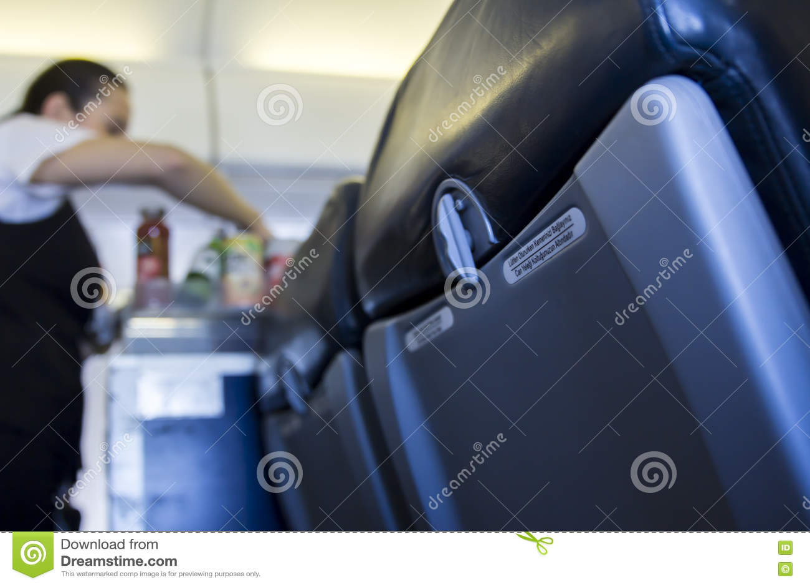 Binnenvliegtuigclose-up van zetel met catering