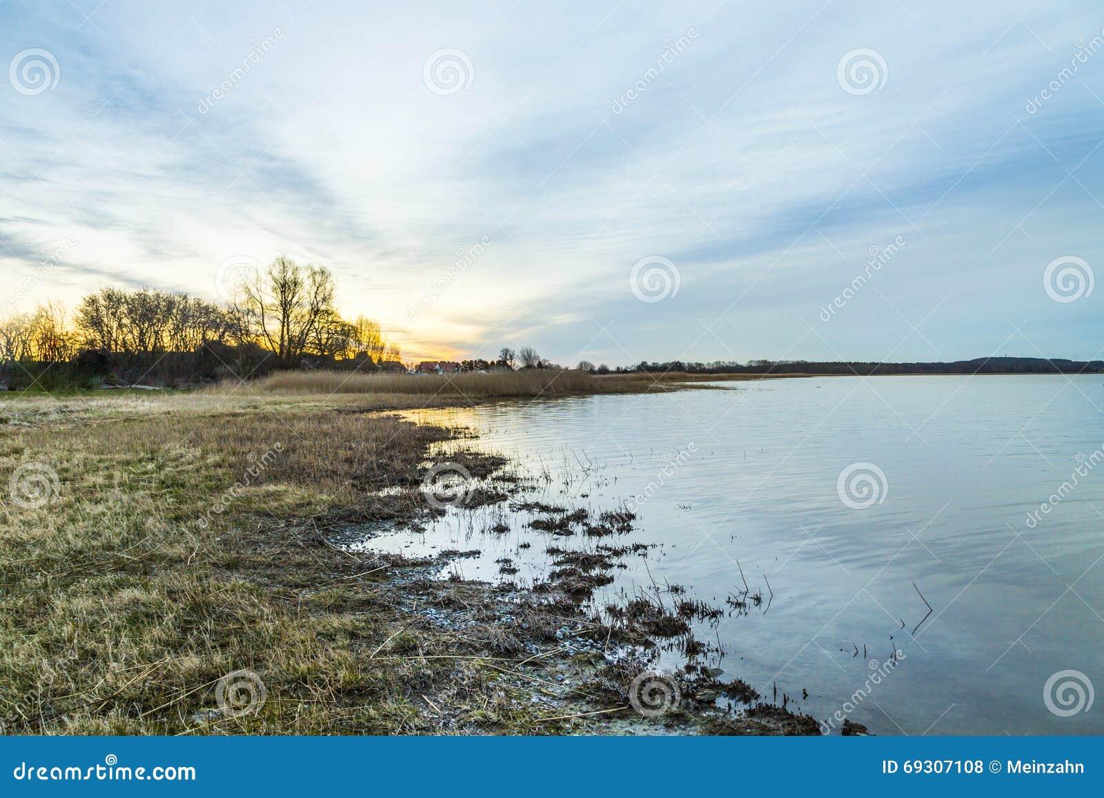 Binnenwaterlandschap bij het eiland usedom stock foto afbeelding 69307108 - In het midden eiland grootte ...
