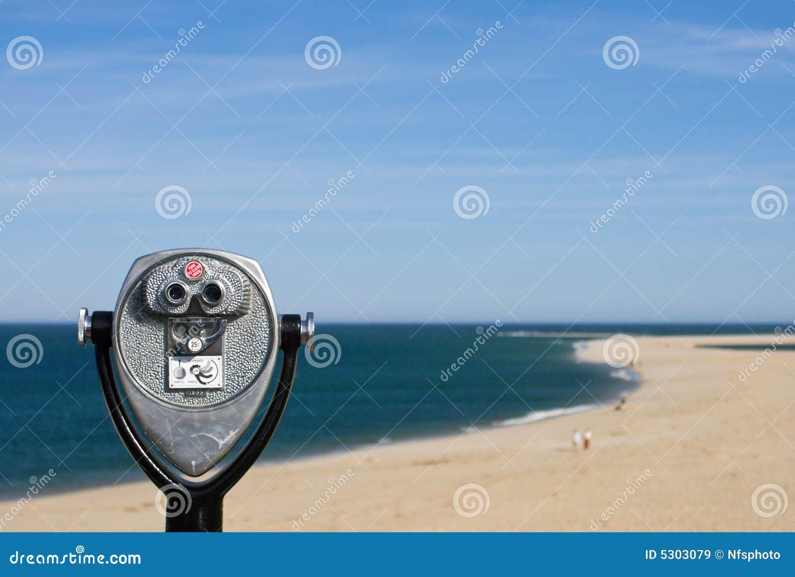 Download Binocolo A Gettoni Per L'osservazione Della Spiaggia Immagine Stock - Immagine di telescopio, paga: 5303079