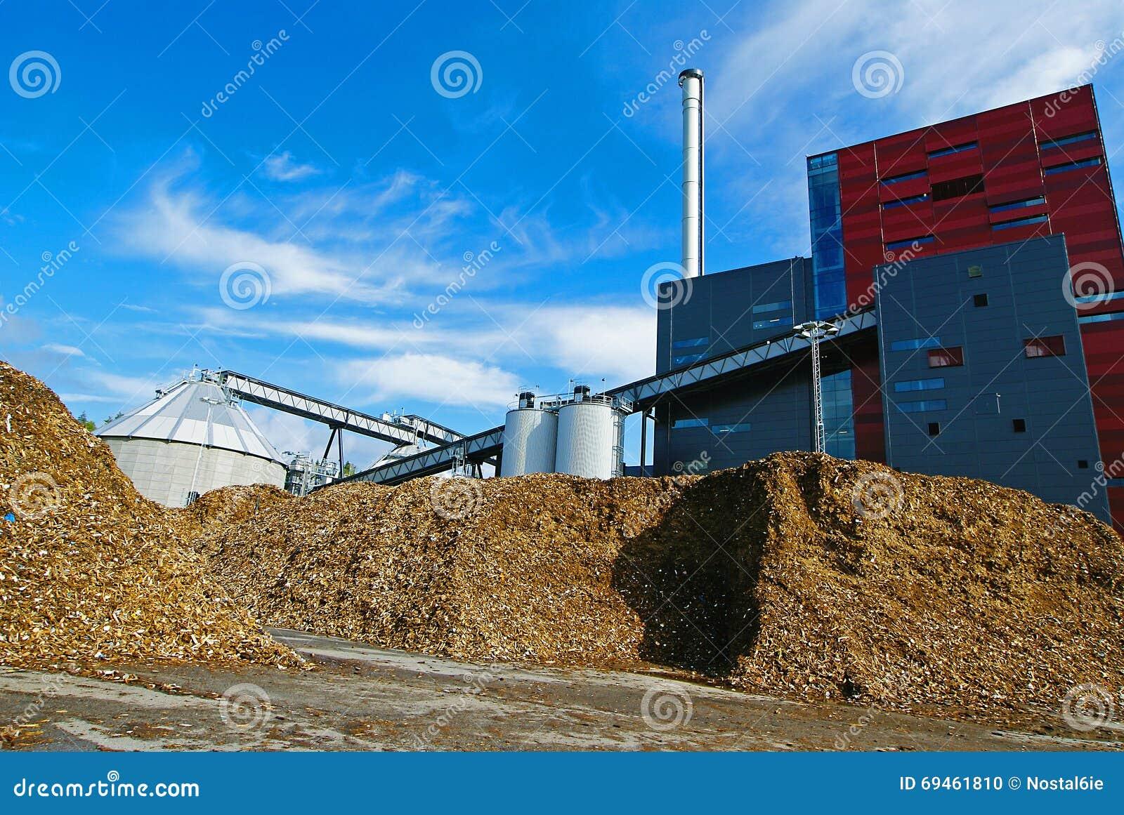 Bio central eléctrica con almacenamiento del combustible de madera (biomasa) contra el bl