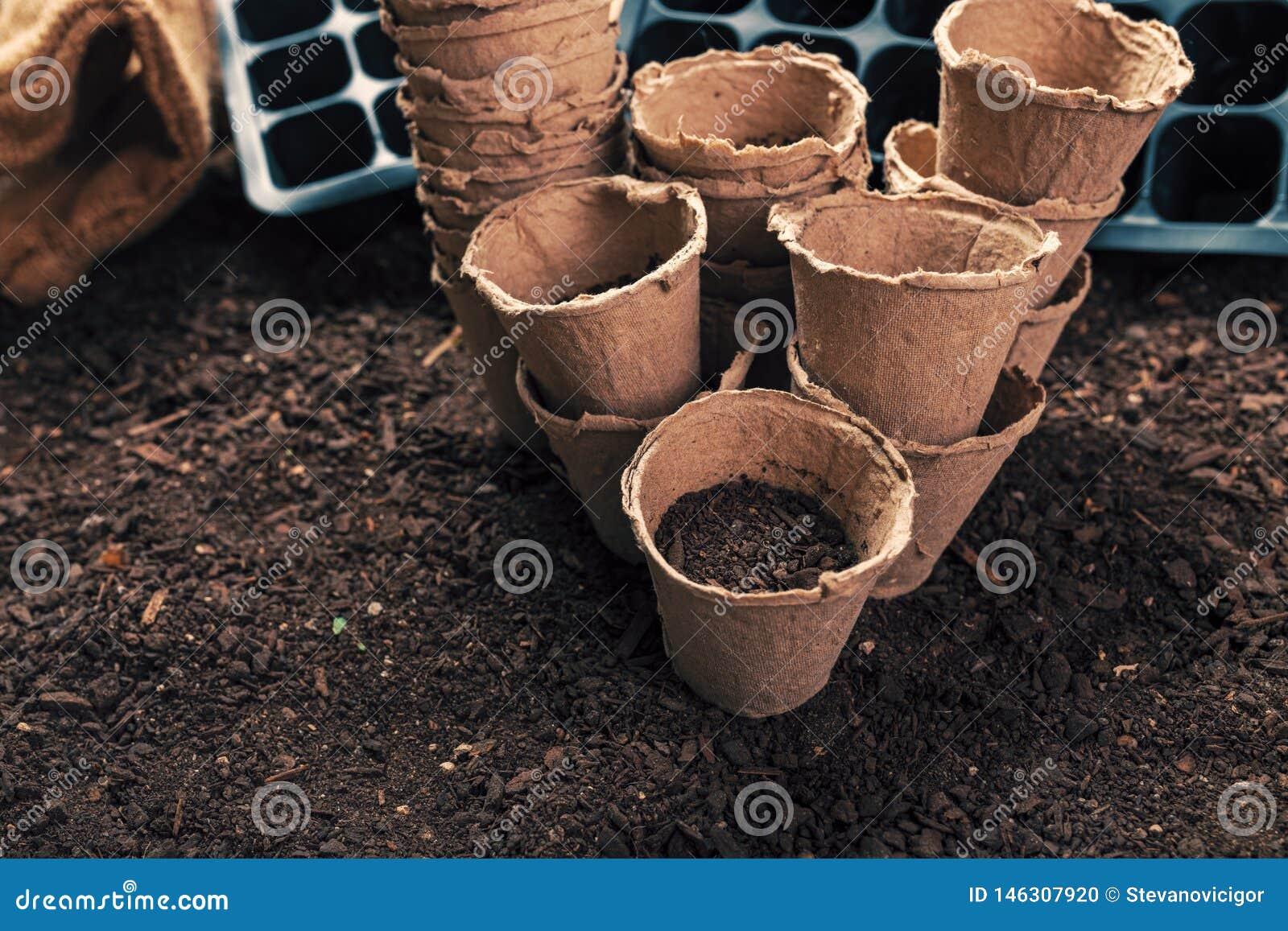 Biodegradable peat pots for organic farming food production