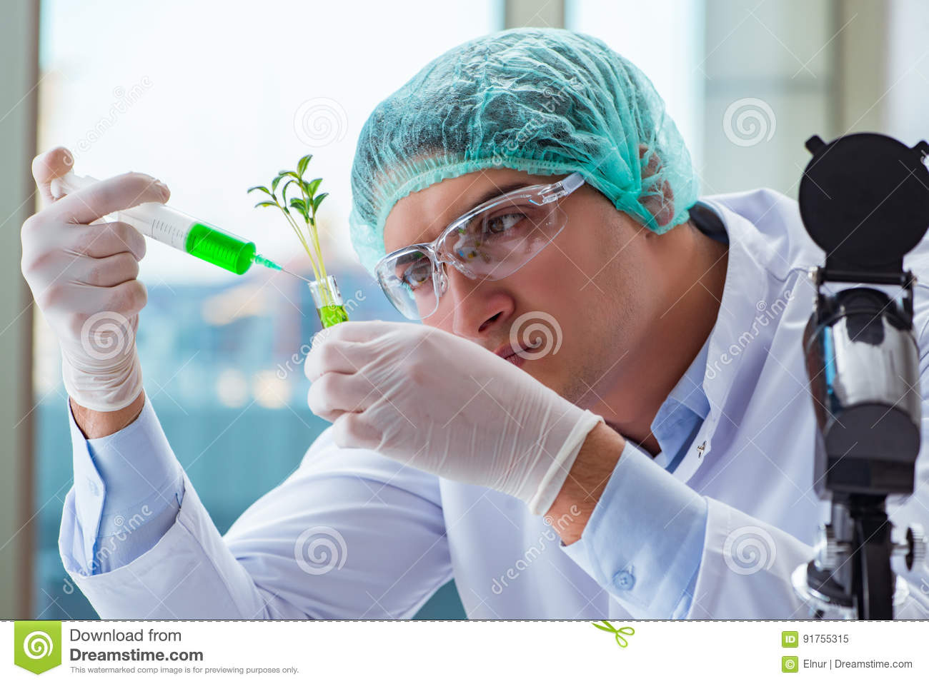 how to become a scientist in biotechnology