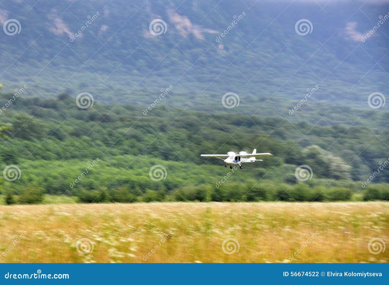 Biplan à l aérodrome