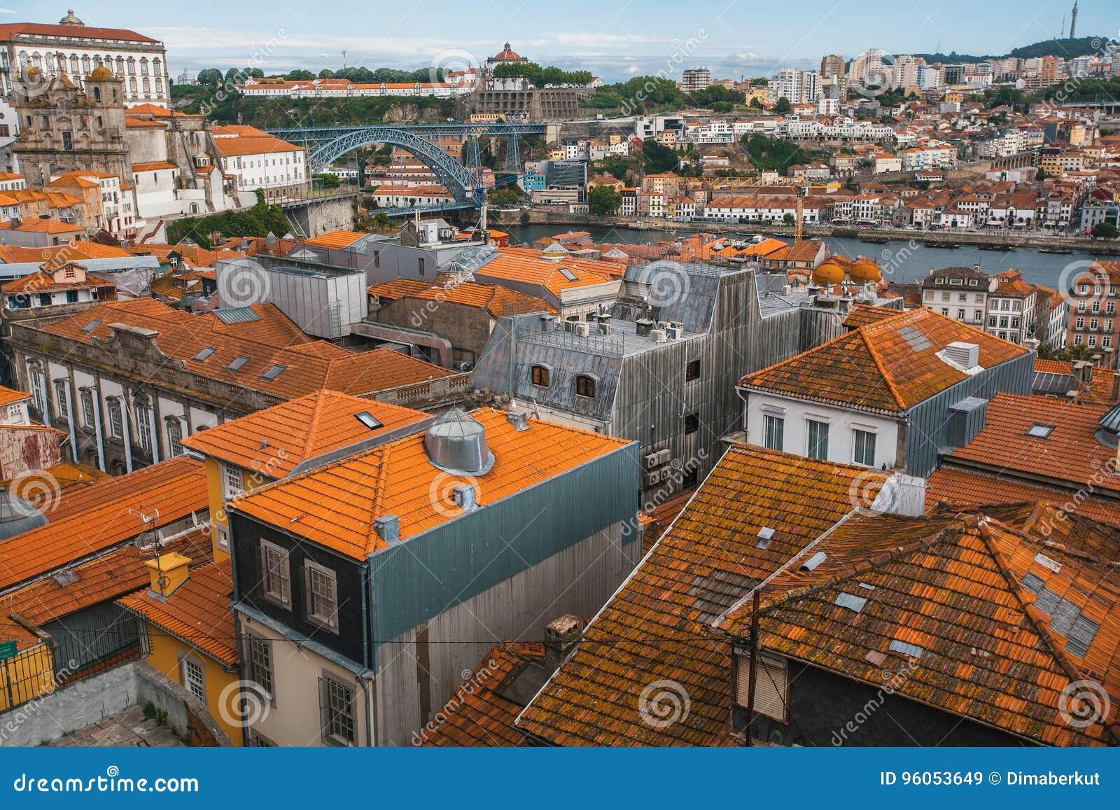 Bird& x27 ; centre ville de vue de s-oeil le vieux de Porto, Portugal Voyage